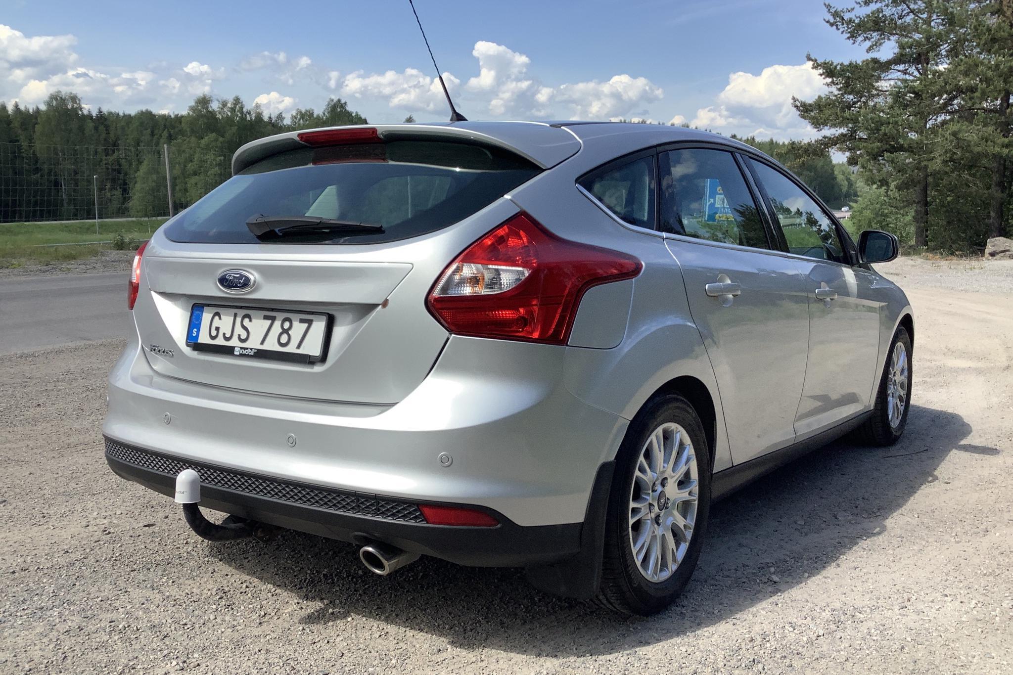 Ford Focus 1.6 Flexifuel 5dr (150hk) - 5 229 mil - Manuell - grå - 2015