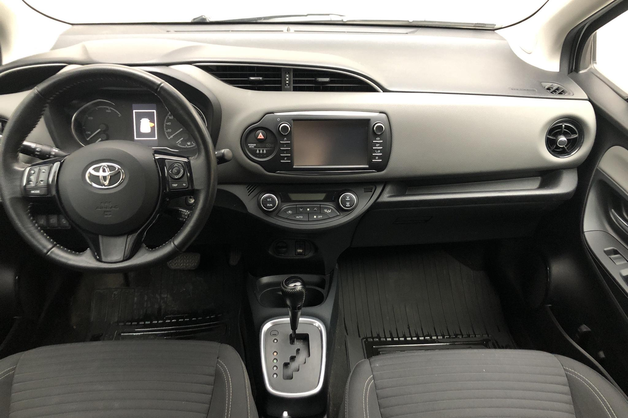 Toyota Yaris 1.5 Hybrid 5dr (101hk) - 59 300 km - Automatic - silver - 2018
