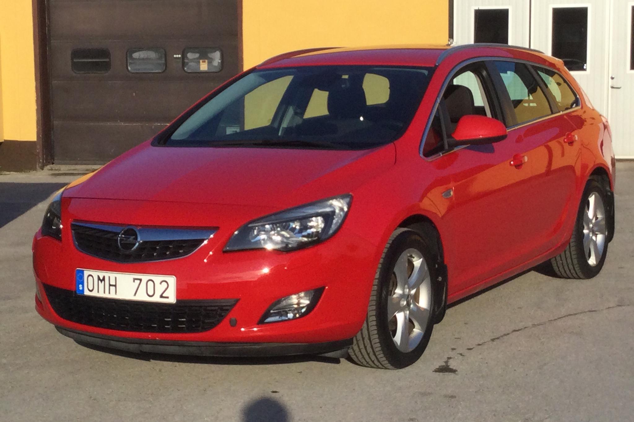 Opel Astra 1.4 Turbo ECOTEC Sports Tourer (140hk) - 3 839 mil - Manuell - röd - 2011
