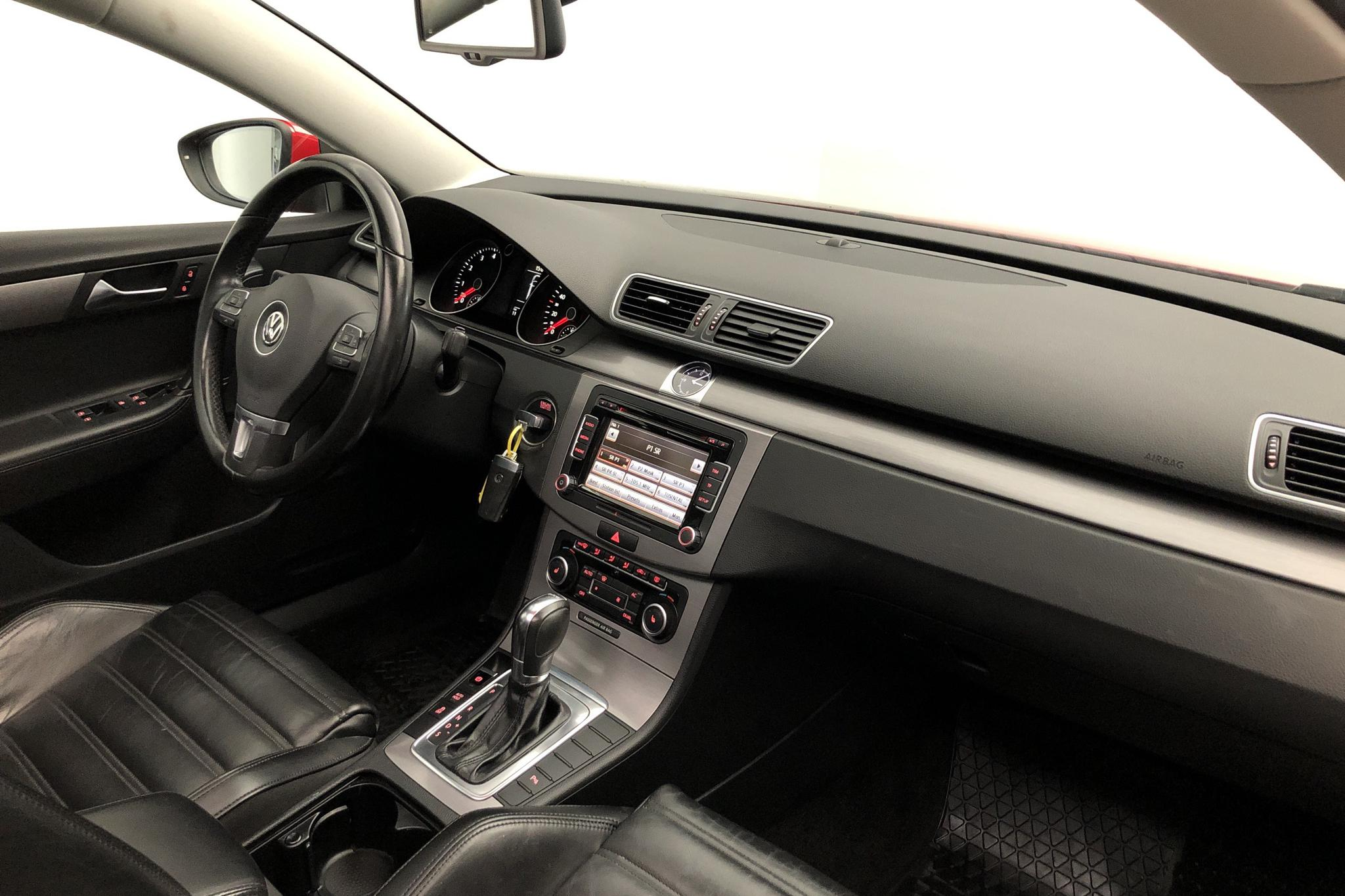 VW Passat 1.4 TSI EcoFuel Variant (150hk) - 111 950 km - Automatic - red - 2012