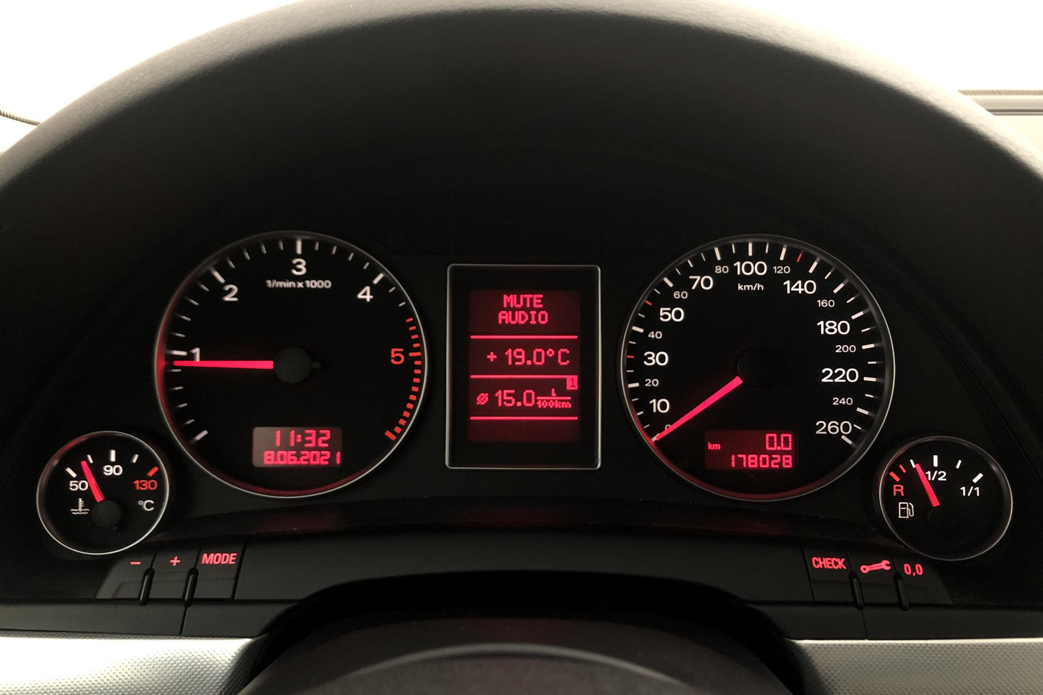 Audi A4 2.0 TDI Avant quattro (140hk) - 17 803 mil - Manuell - svart - 2007
