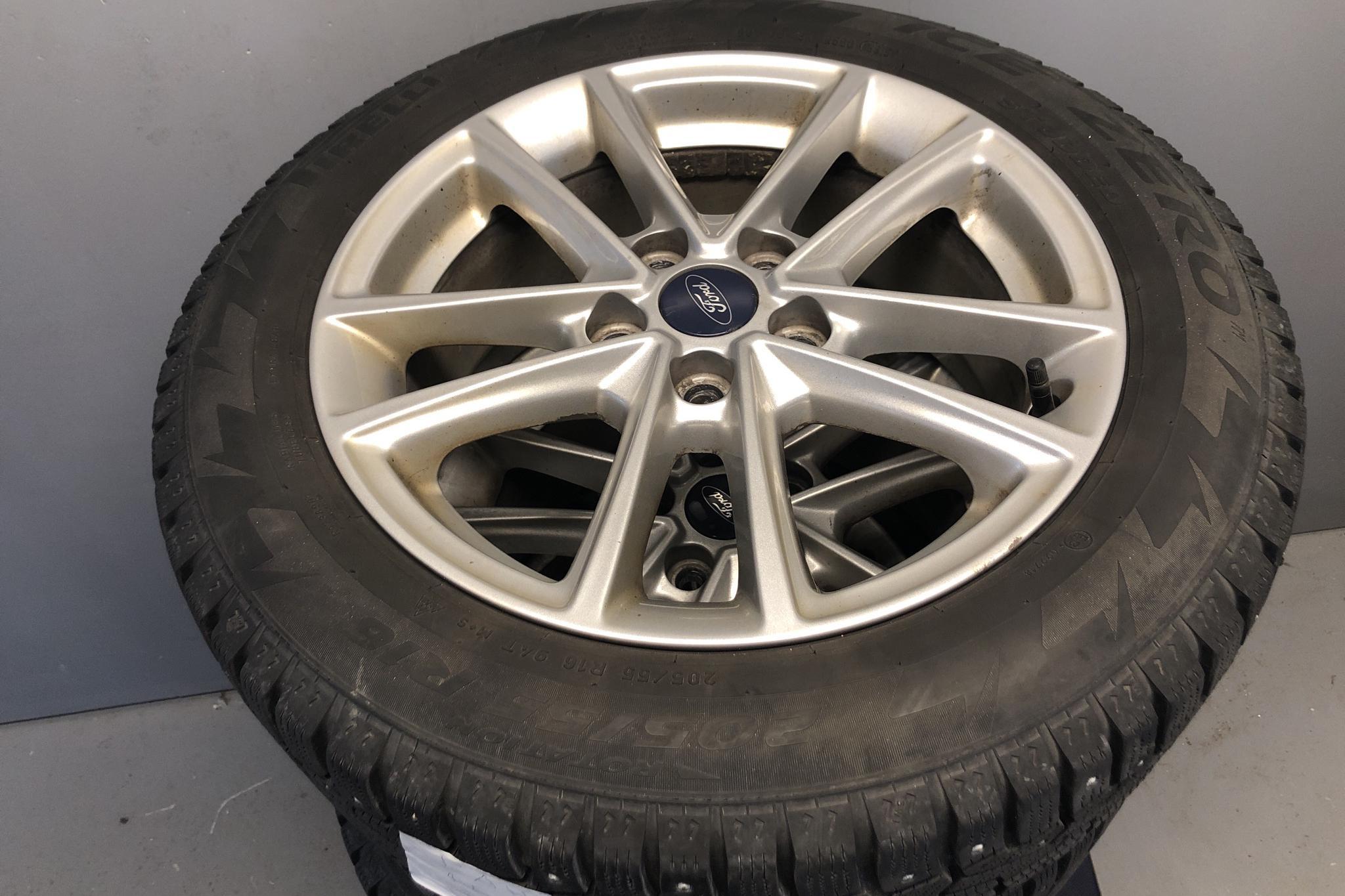 Ford Focus 1.0 EcoBoost Kombi (100hk) - 9 582 mil - Manuell - svart - 2016