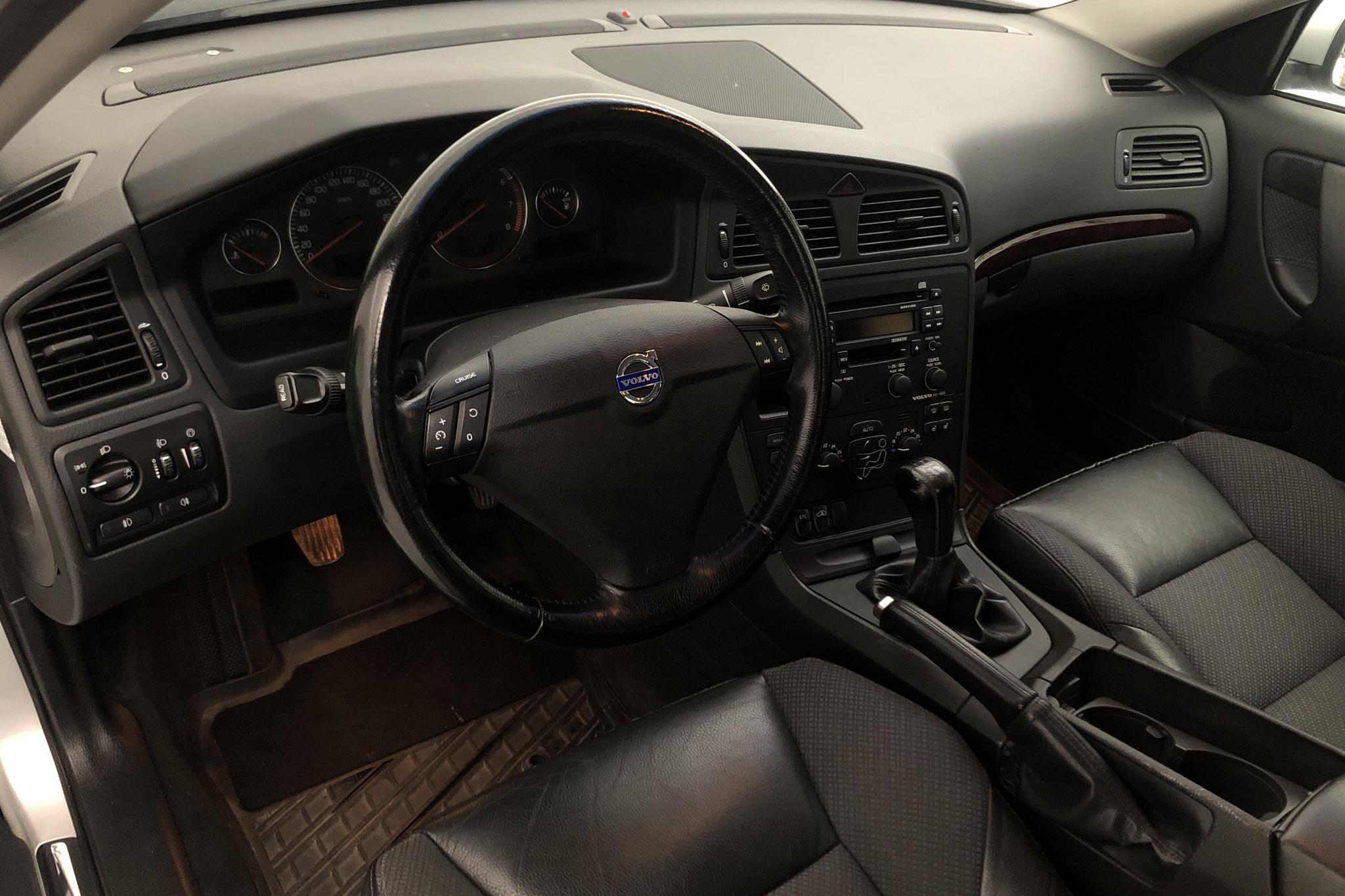 Volvo S60 2.4 (170hk) - 17 335 mil - Manuell - Light Grey - 2004