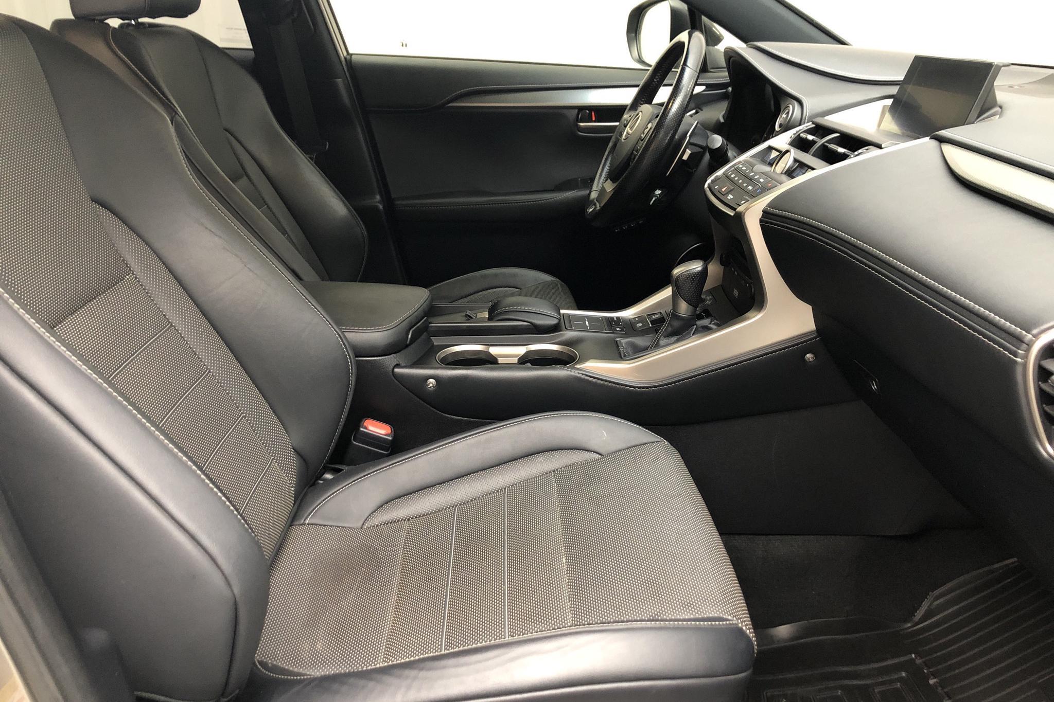 Lexus NX 300h AWD (181hk) - 100 490 km - Automatic - Light Grey - 2016