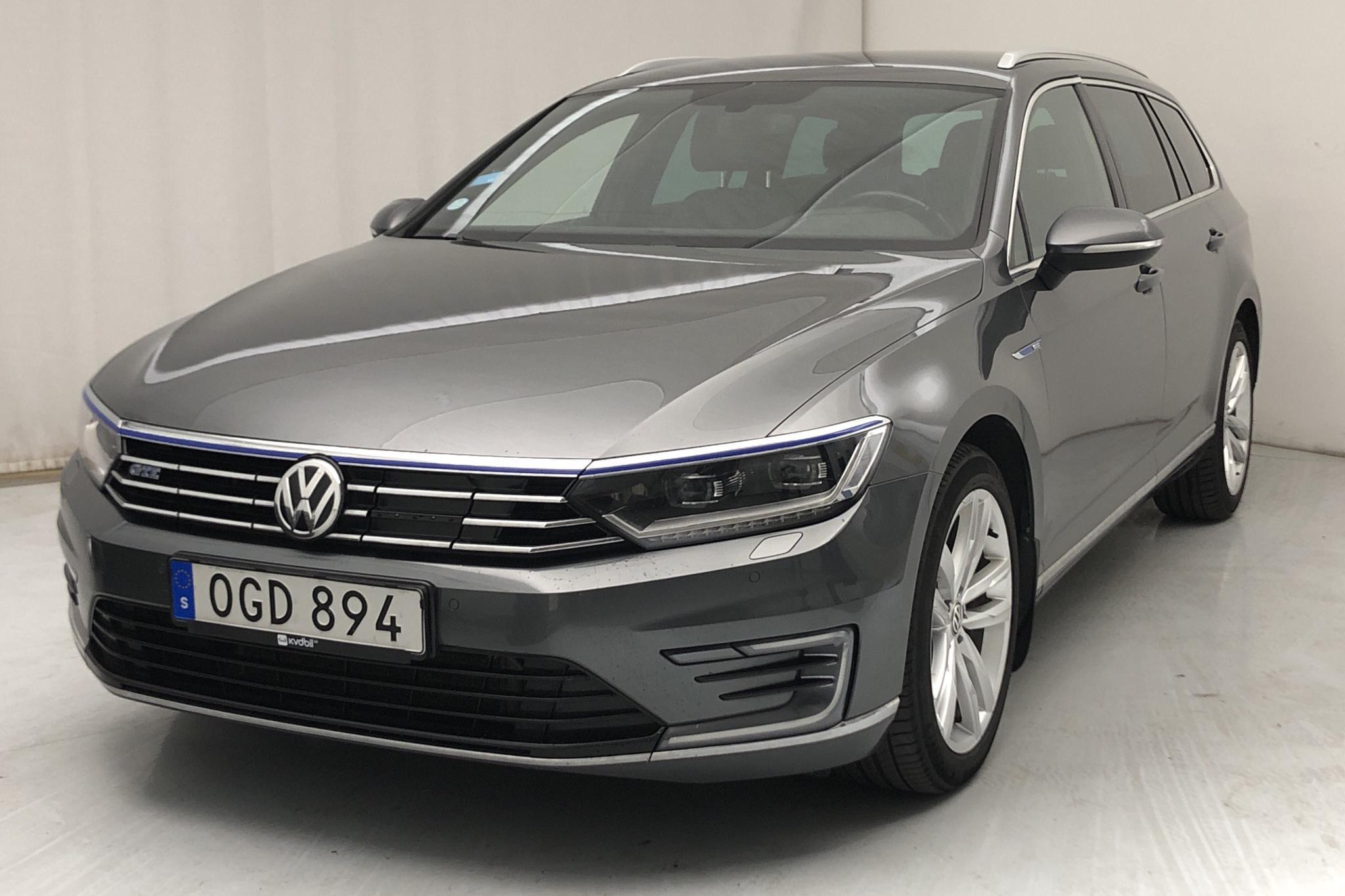 VW Passat 1.4 Plug-in-Hybrid Sportscombi (218hk) - 11 093 mil - Automat - Dark Grey - 2017