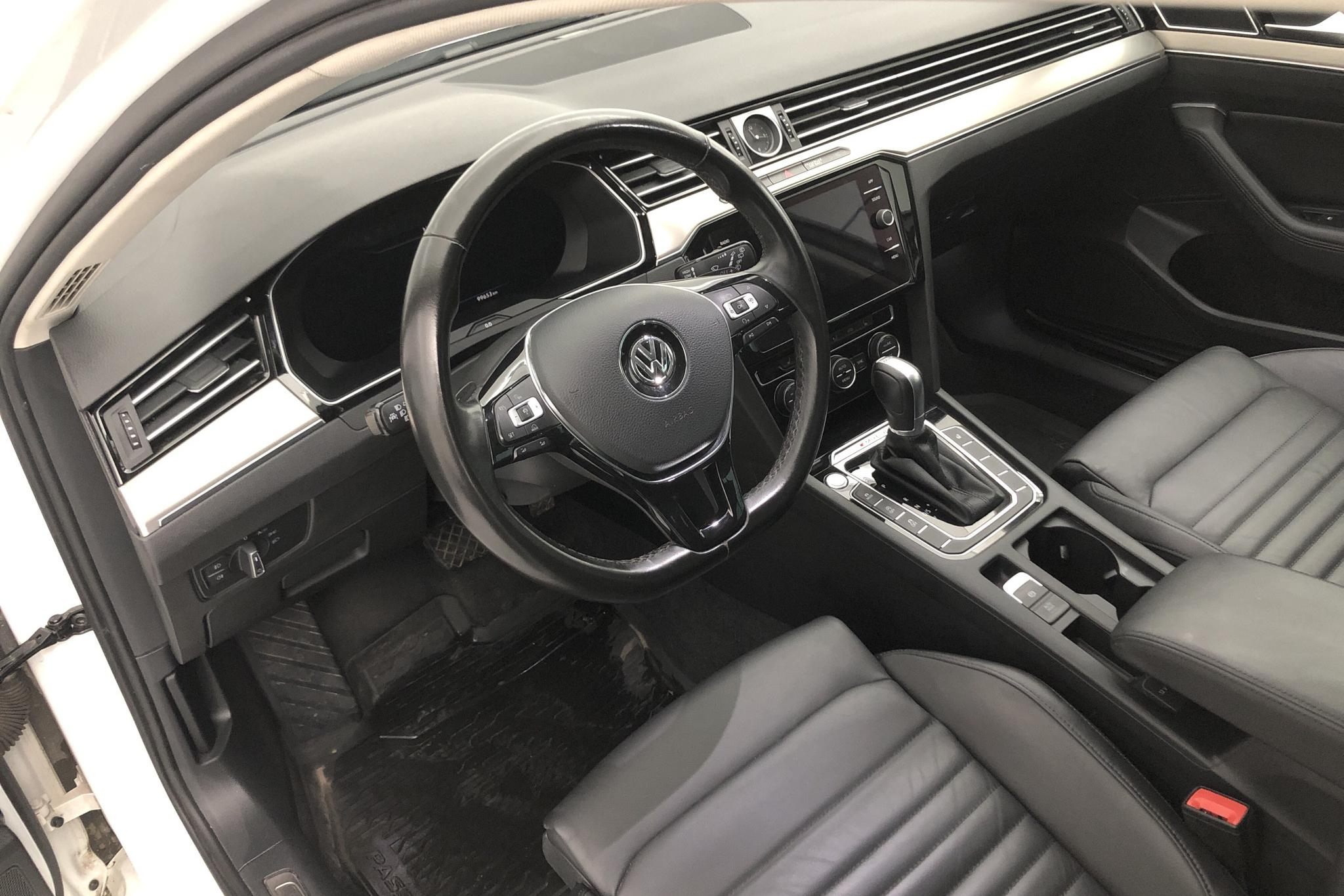 VW Passat 2.0 TDI Sportscombi 4MOTION (190hk) - 9 965 mil - Automat - vit - 2018