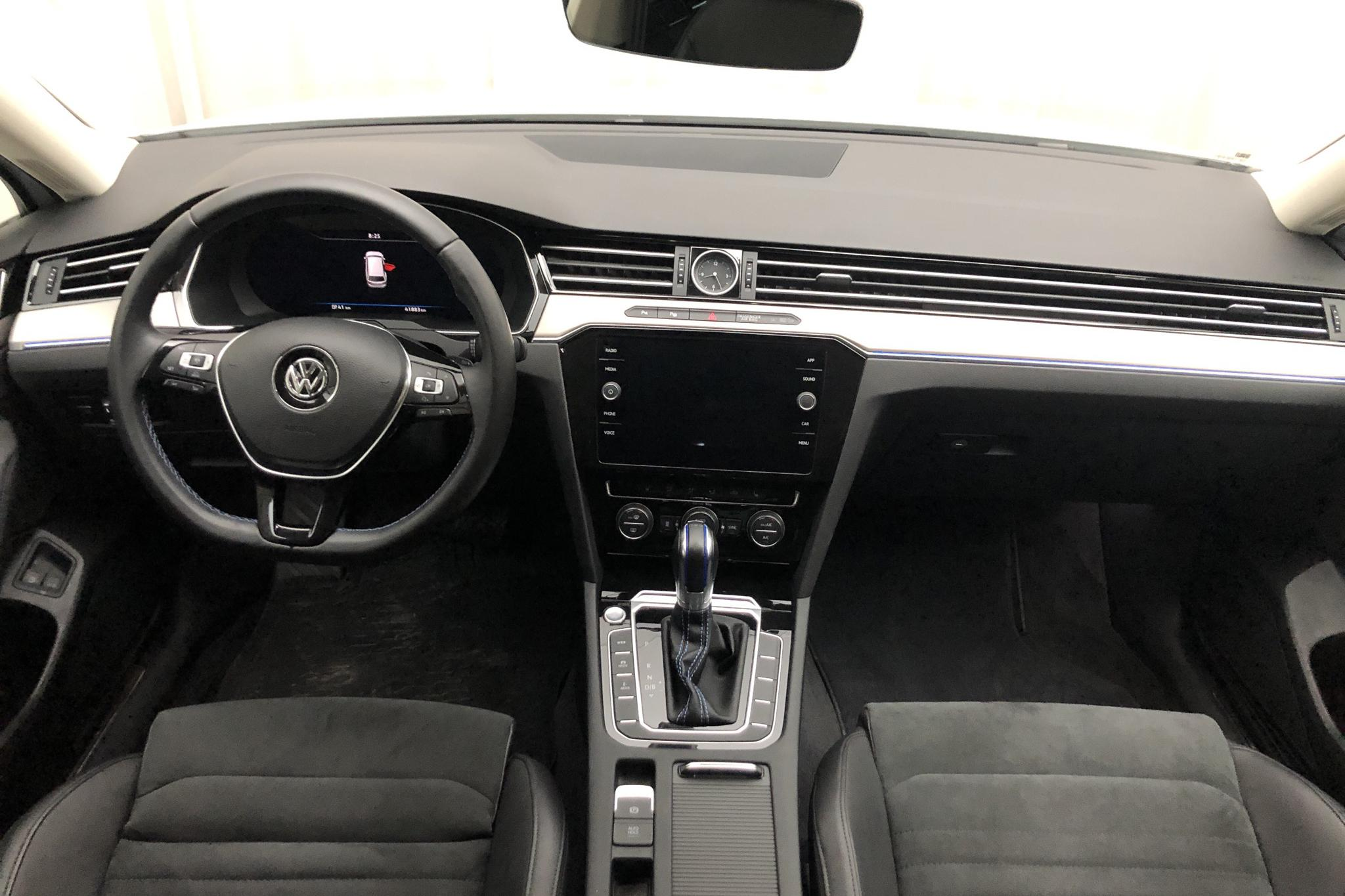 VW Passat 1.4 Plug-in-Hybrid Sportscombi (218hk) - 4 187 mil - Automat - vit - 2018