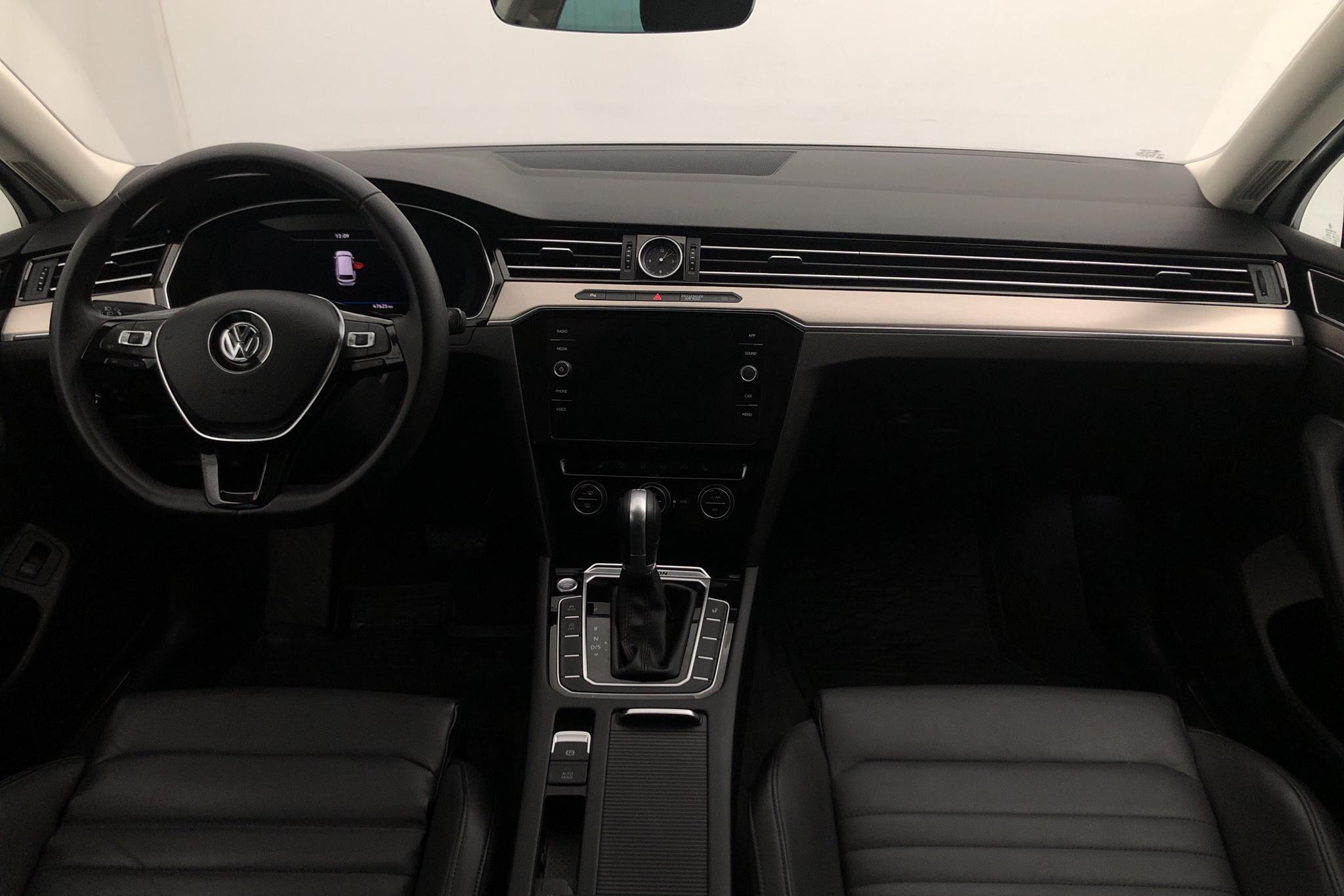 VW Passat 2.0 TDI Sportscombi 4MOTION (190hk) - 4 762 mil - Automat - vit - 2018