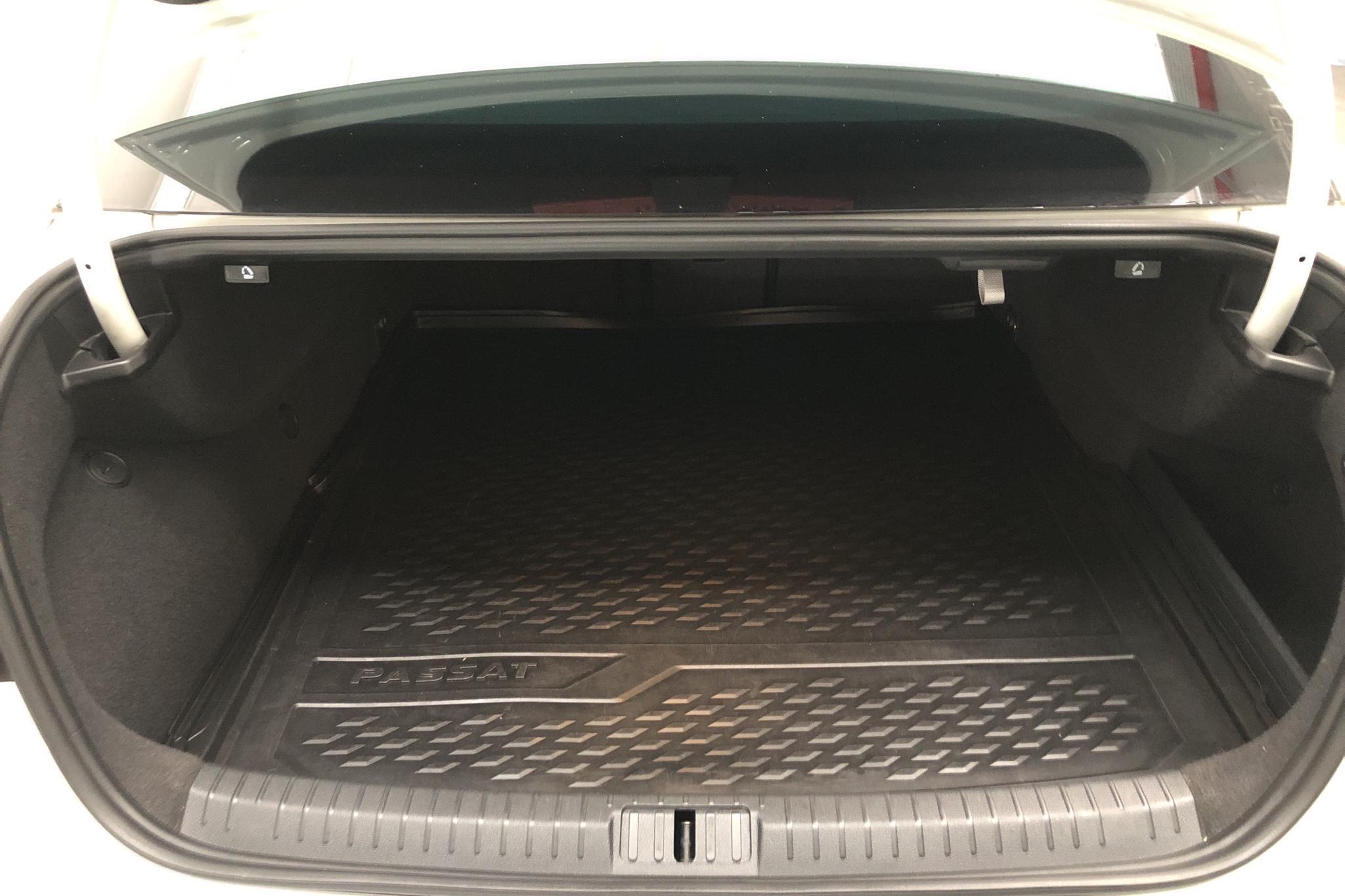VW Passat 1.4 Plug-in-Hybrid (218hk) - 132 210 km - Automatic - white - 2017