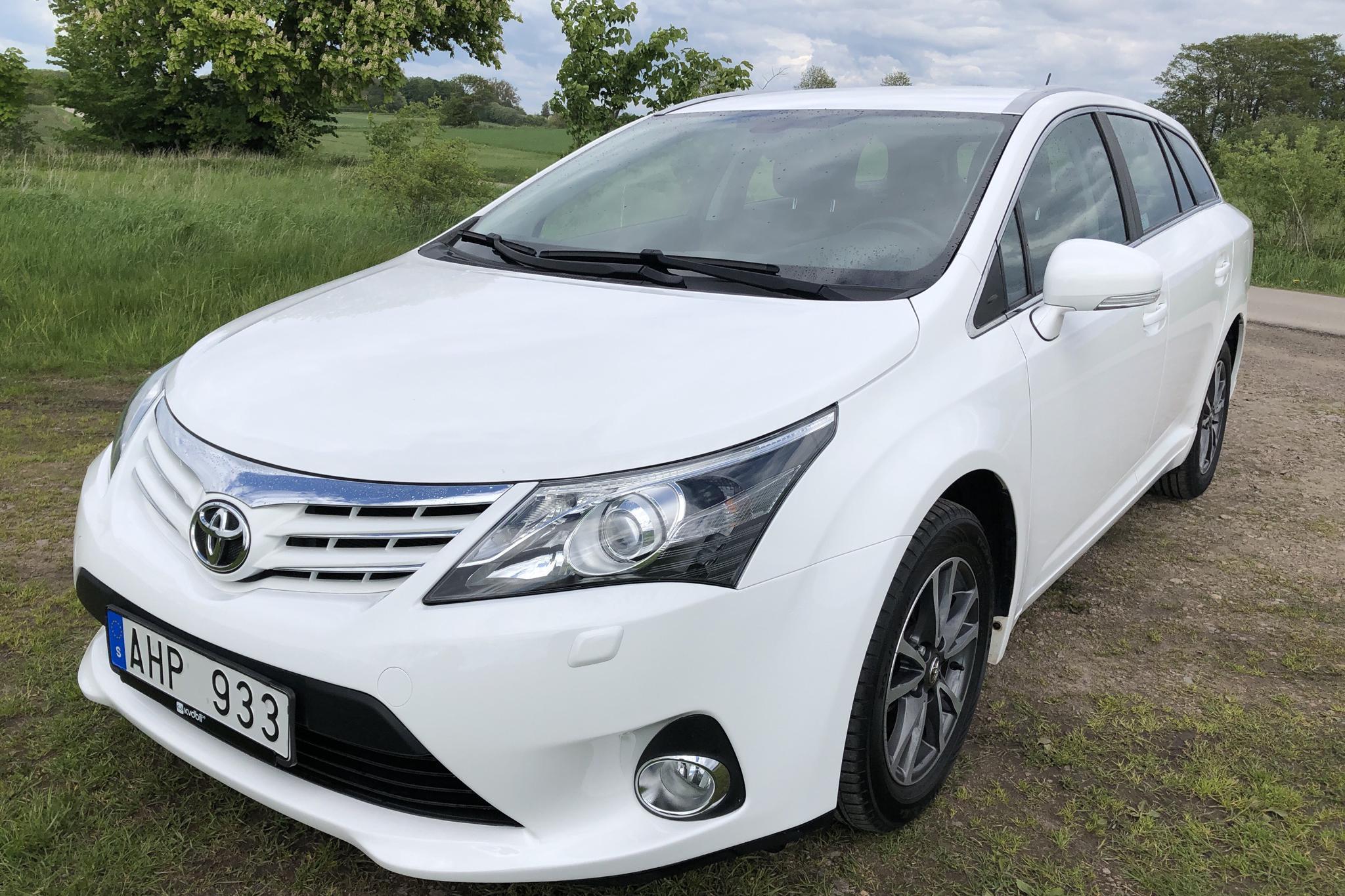Toyota Avensis 1.8 Kombi (147hk) - 8 389 mil - Manuell - vit - 2013