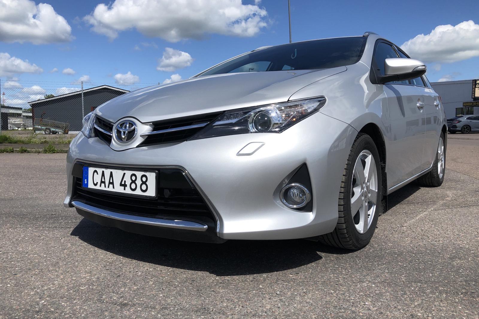 Toyota Auris 1.4 D-4D Touring Sports  (90hk)