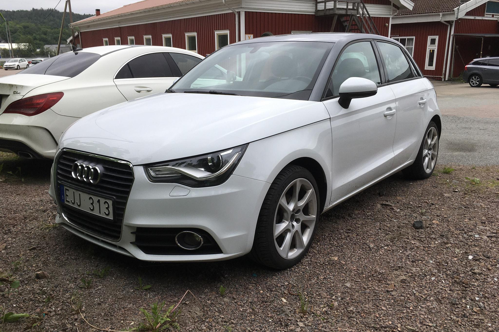 Audi A1 1.6 TDI Sportback (90hk) - 117 300 km - Automatic - white - 2013