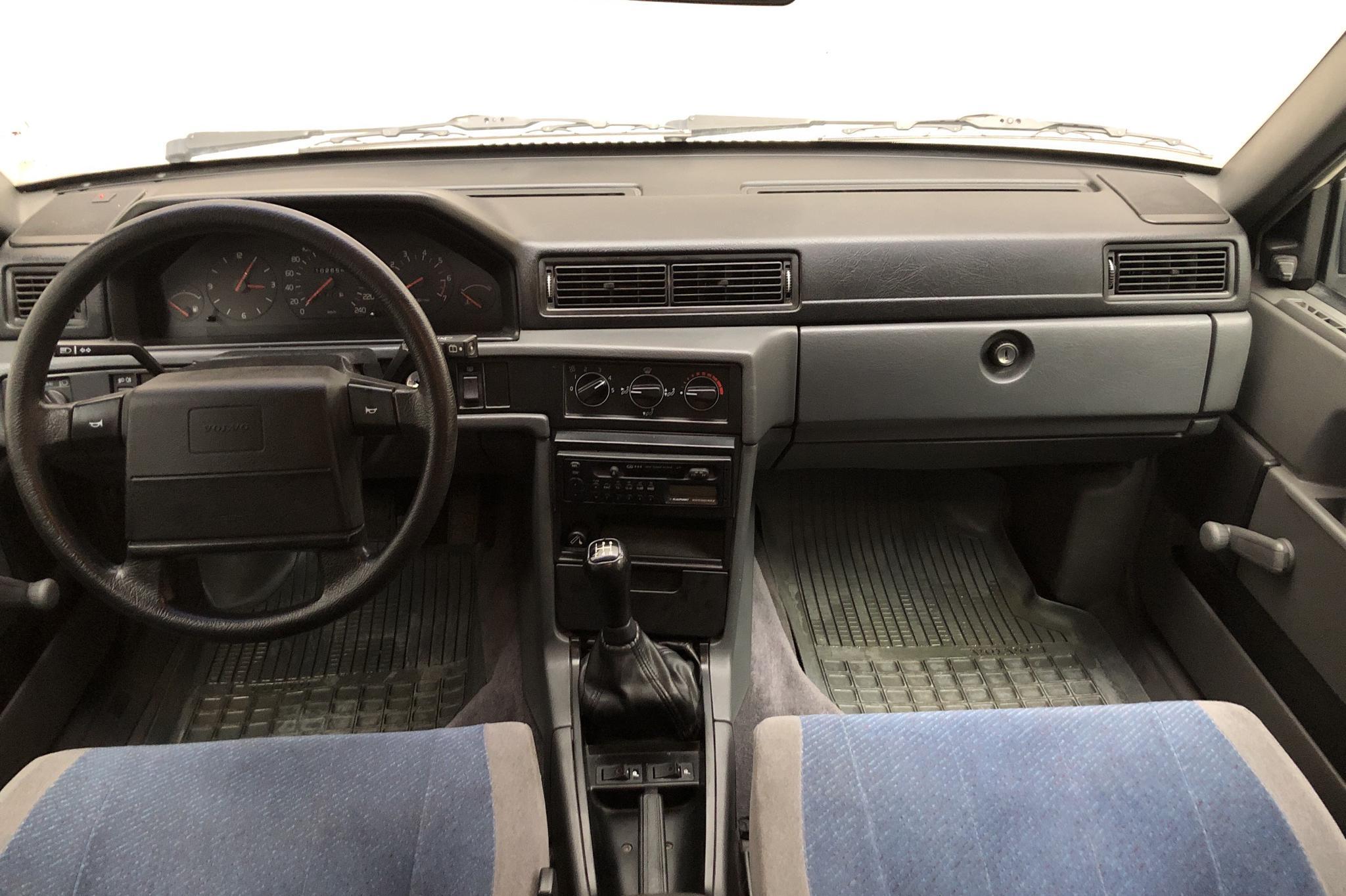Volvo 945 2.3 (135hk) - 10 265 mil - Manuell - vit - 1996