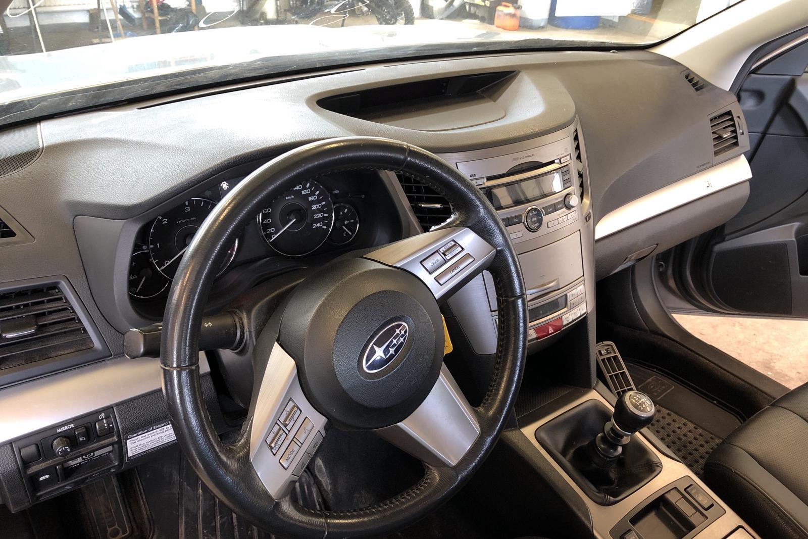 Subaru Outback 2.0D (150hk) - 19 010 mil - Manuell - silver - 2011