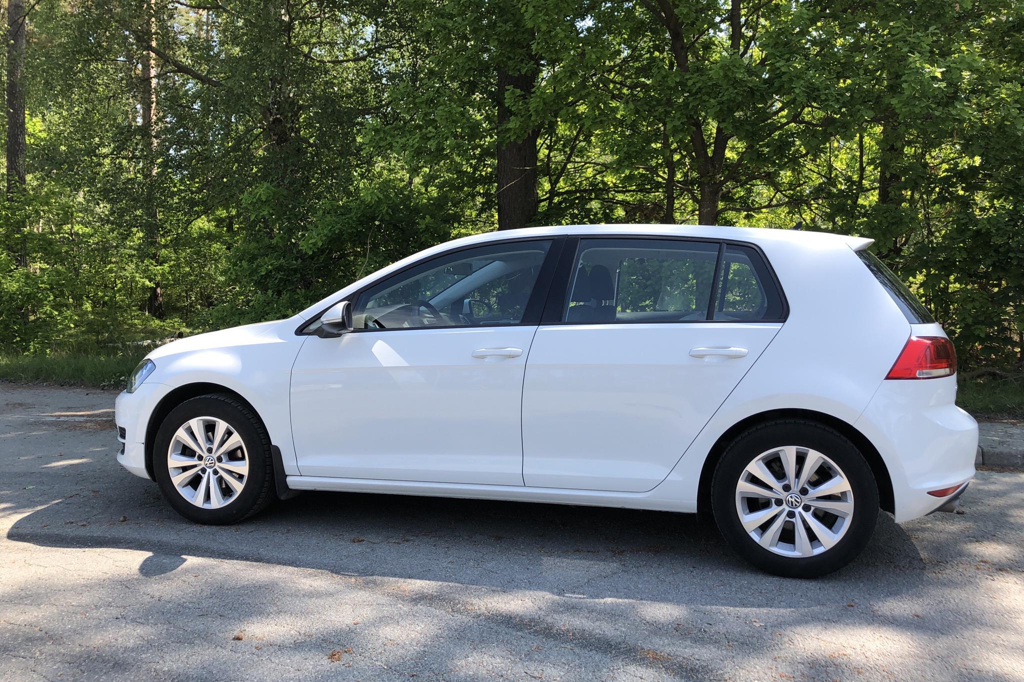 VW Golf VII 1.2 TSI 5dr (110hk) - 65 350 km - Manual - white - 2017