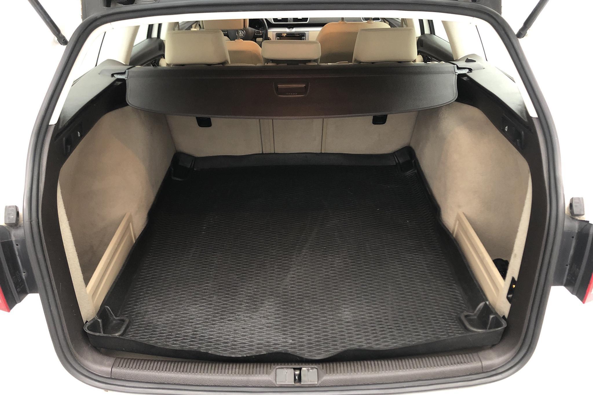 VW Passat 2.0 TDI BlueMotion Technology Variant (140hk) - 14 430 mil - Manuell - vit - 2012