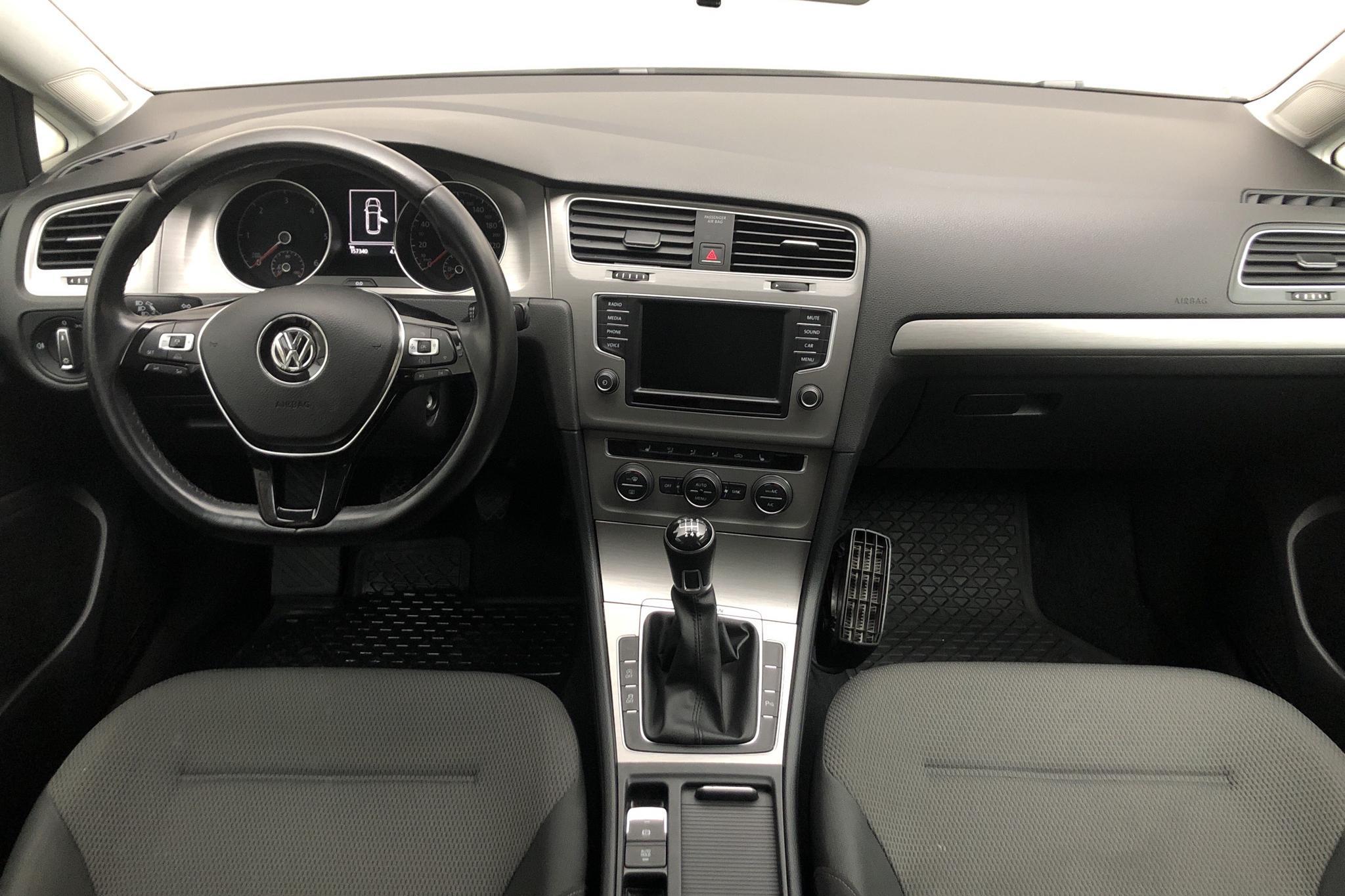VW Golf VII 1.6 TDI BlueMotion Sportscombi 4Motion (110hk) - 15 733 mil - Manuell - vit - 2017