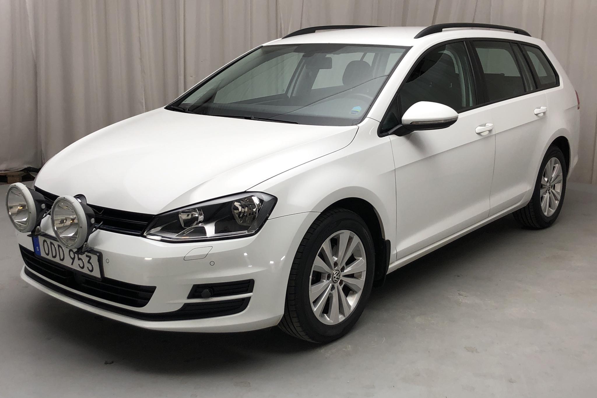 VW Golf VII 1.6 TDI BlueMotion Sportscombi 4Motion (110hk) - 15 956 mil - Manuell - vit - 2017