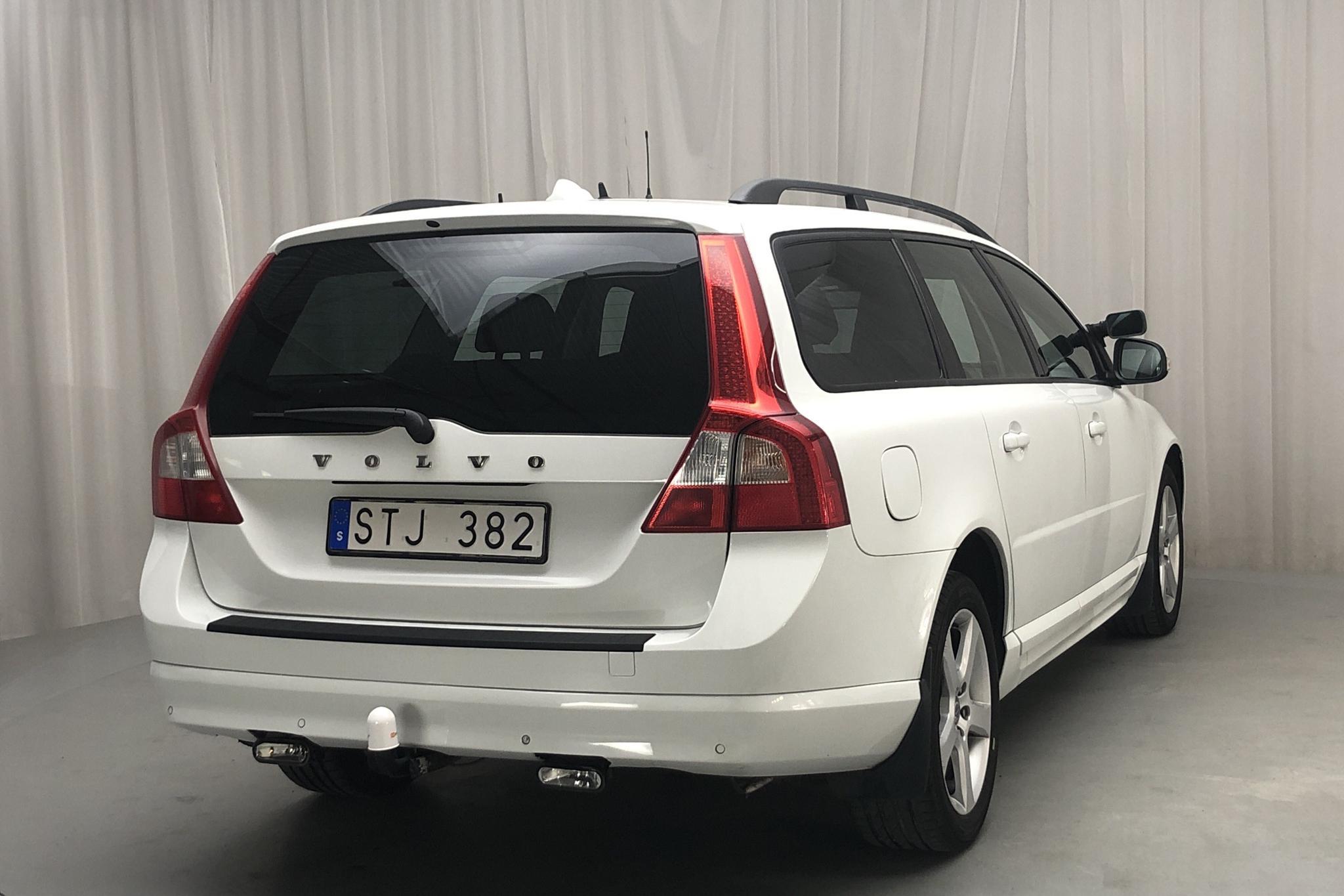 Volvo V70 II 2.5FT (231hk) - 31 286 mil - Automat - vit - 2011