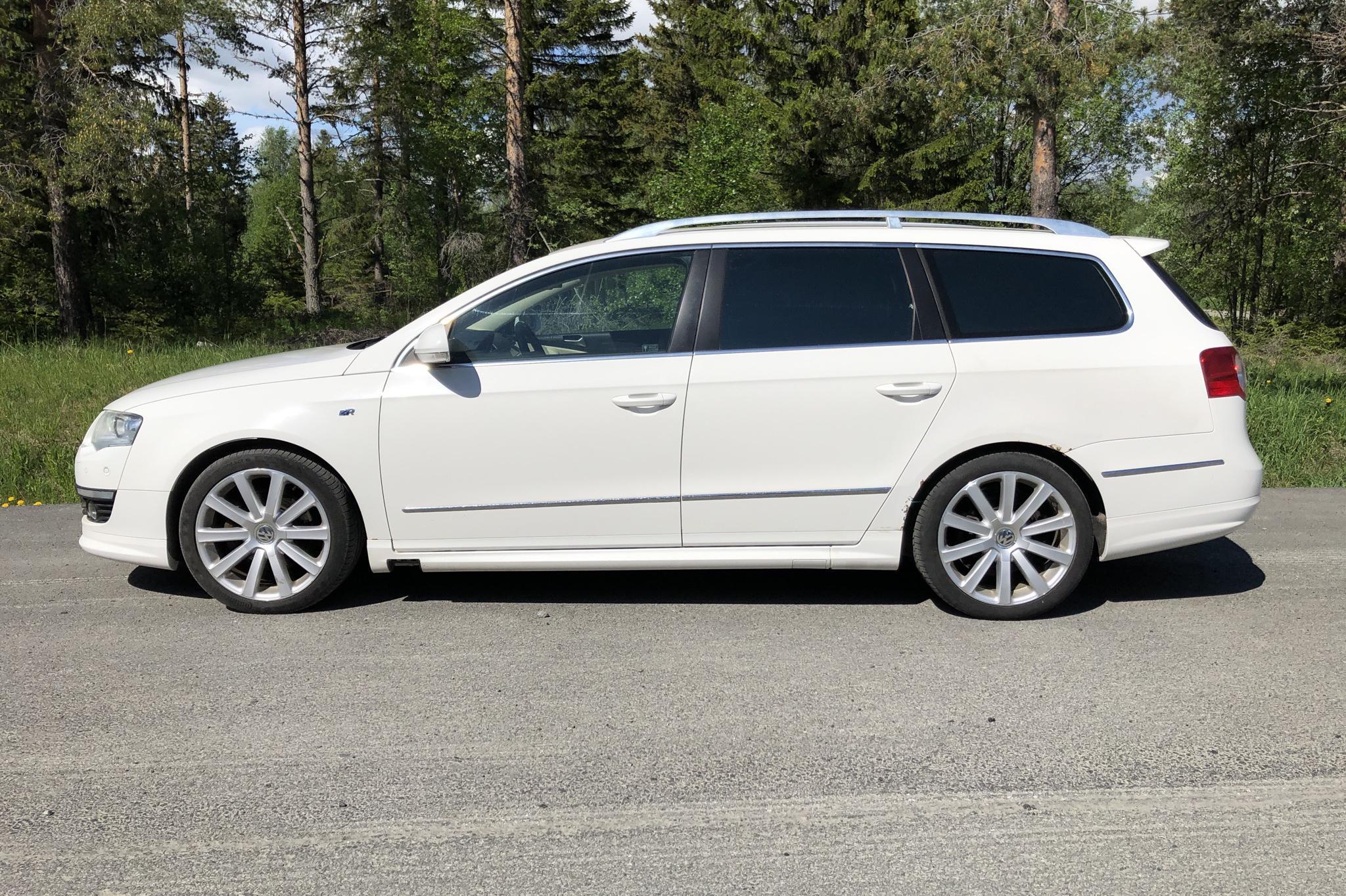 VW Passat 2.0 TDI 4-Motion Variant (170hk) - 215 780 km - Automatic - white - 2010