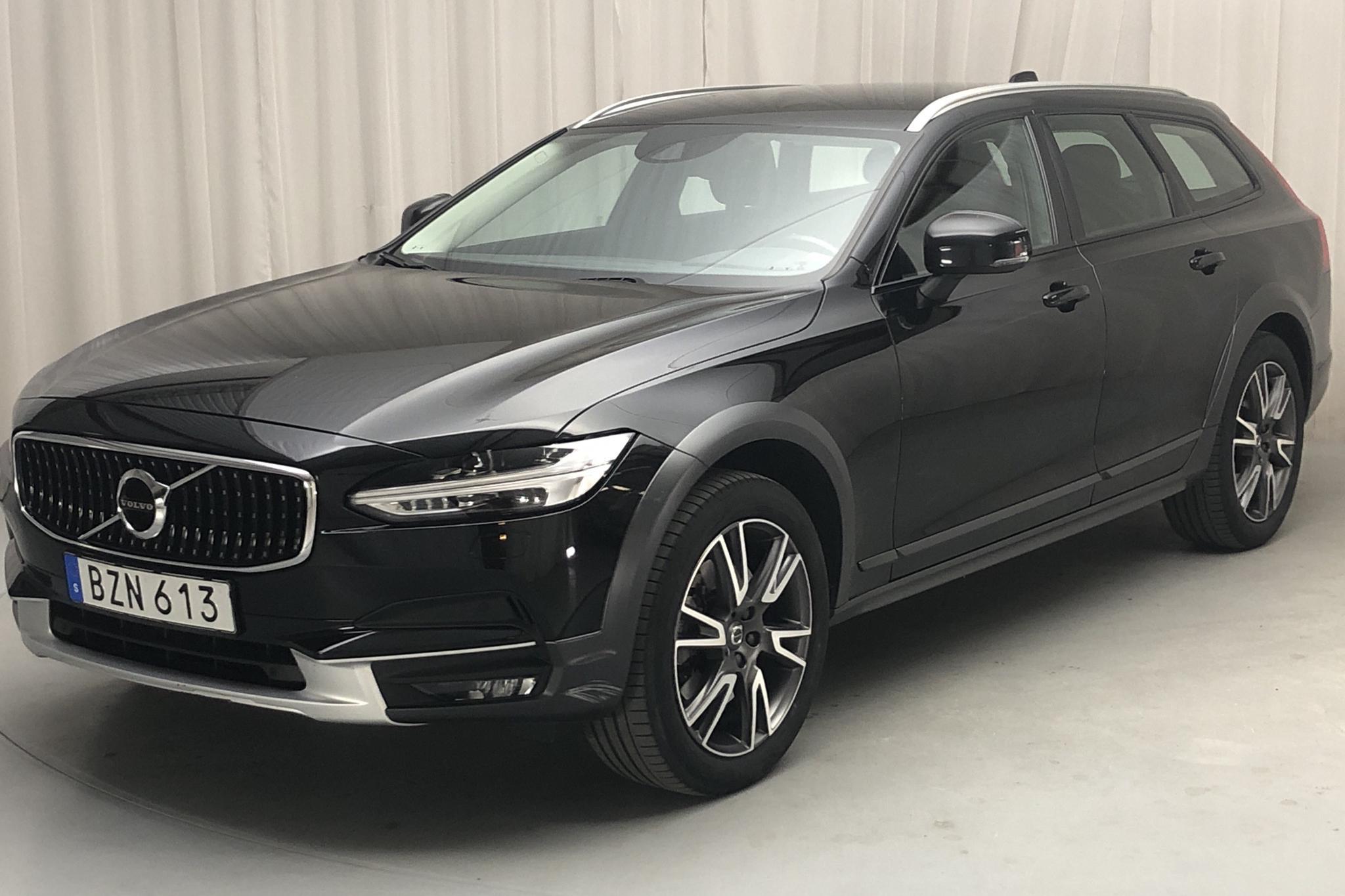 Volvo V90 D4 Cross Country AWD (190hk) - 10 567 mil - Automat - svart - 2018