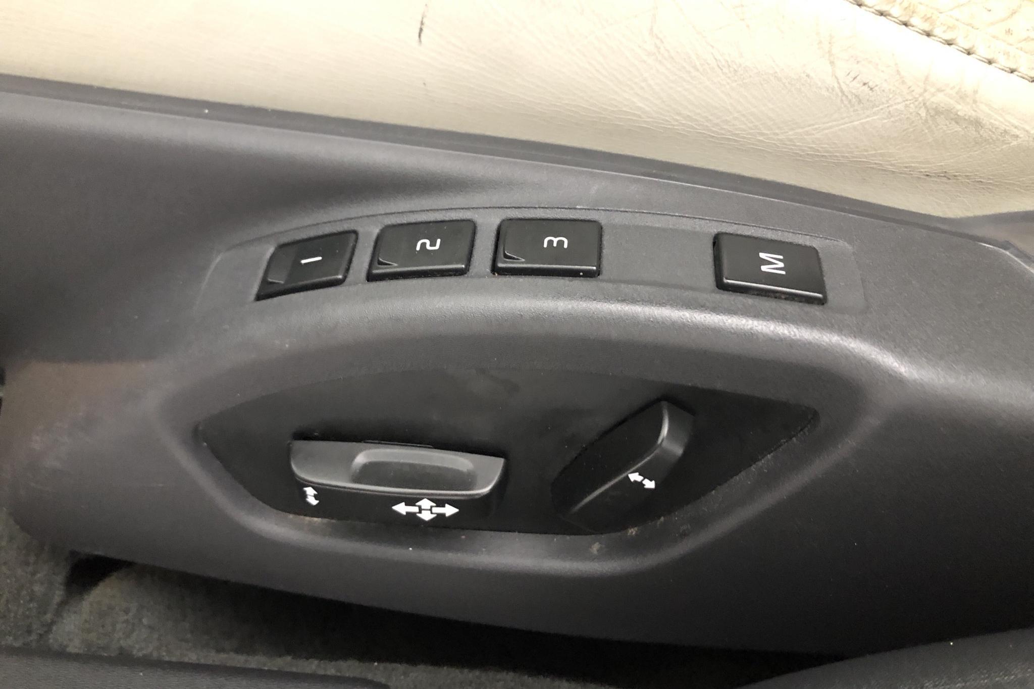 Volvo V70 D5 (215hk) - 23 445 mil - Manuell - röd - 2014