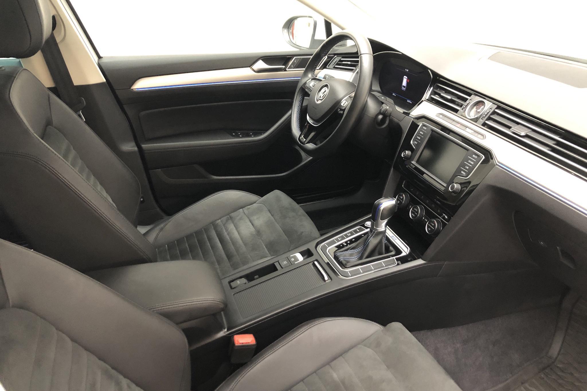 VW Passat 1.4 Plug-in-Hybrid Sportscombi (218hk) - 62 370 km - Automatic - white - 2017