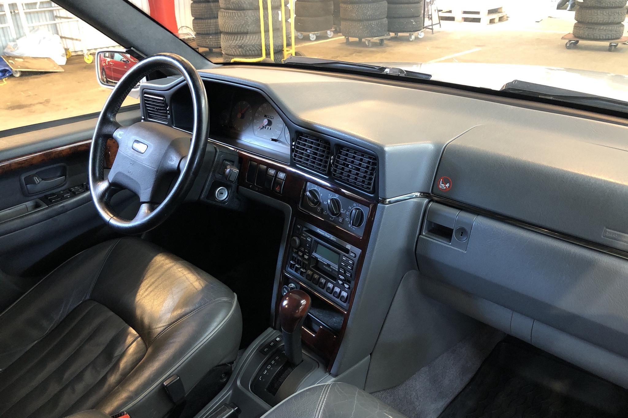 Volvo 965 2.5 (170hk) - 220 840 km - Automatic - Light Grey - 1997