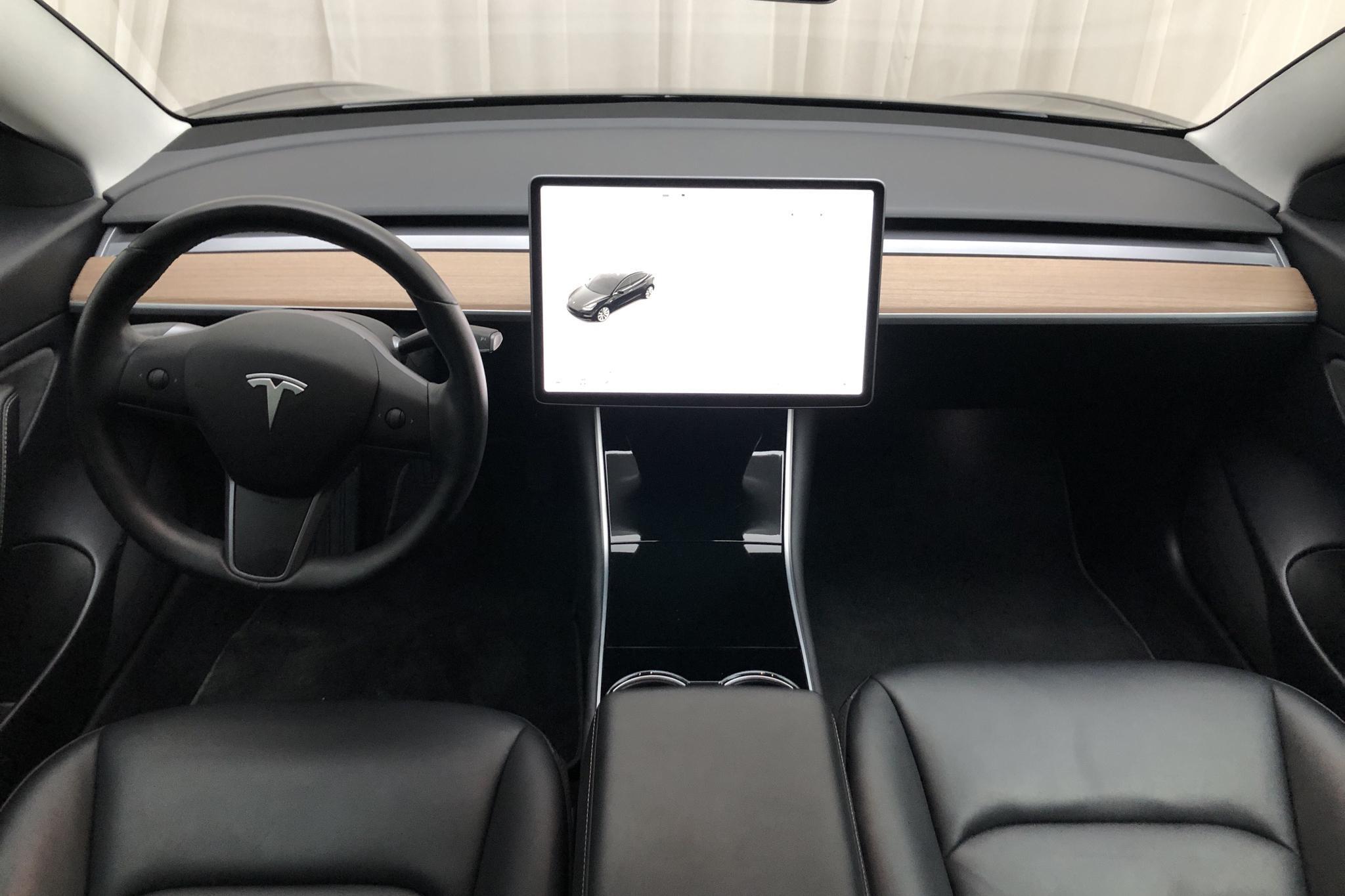 Tesla Model 3 Long Range AWD - 5 111 mil - Automat - svart - 2019