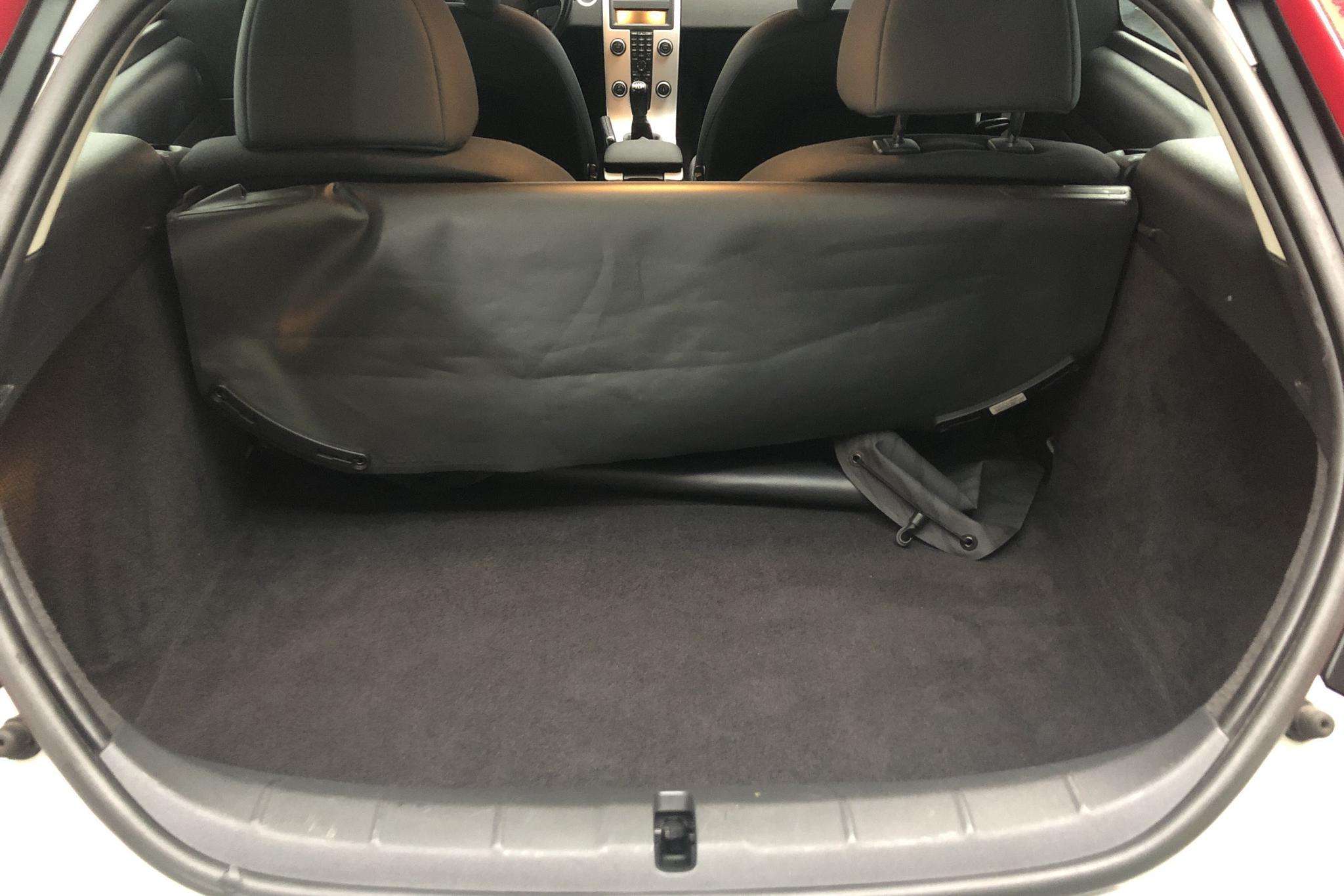 Volvo C30 2.0F (145hk) - 127 160 km - Manual - white - 2011