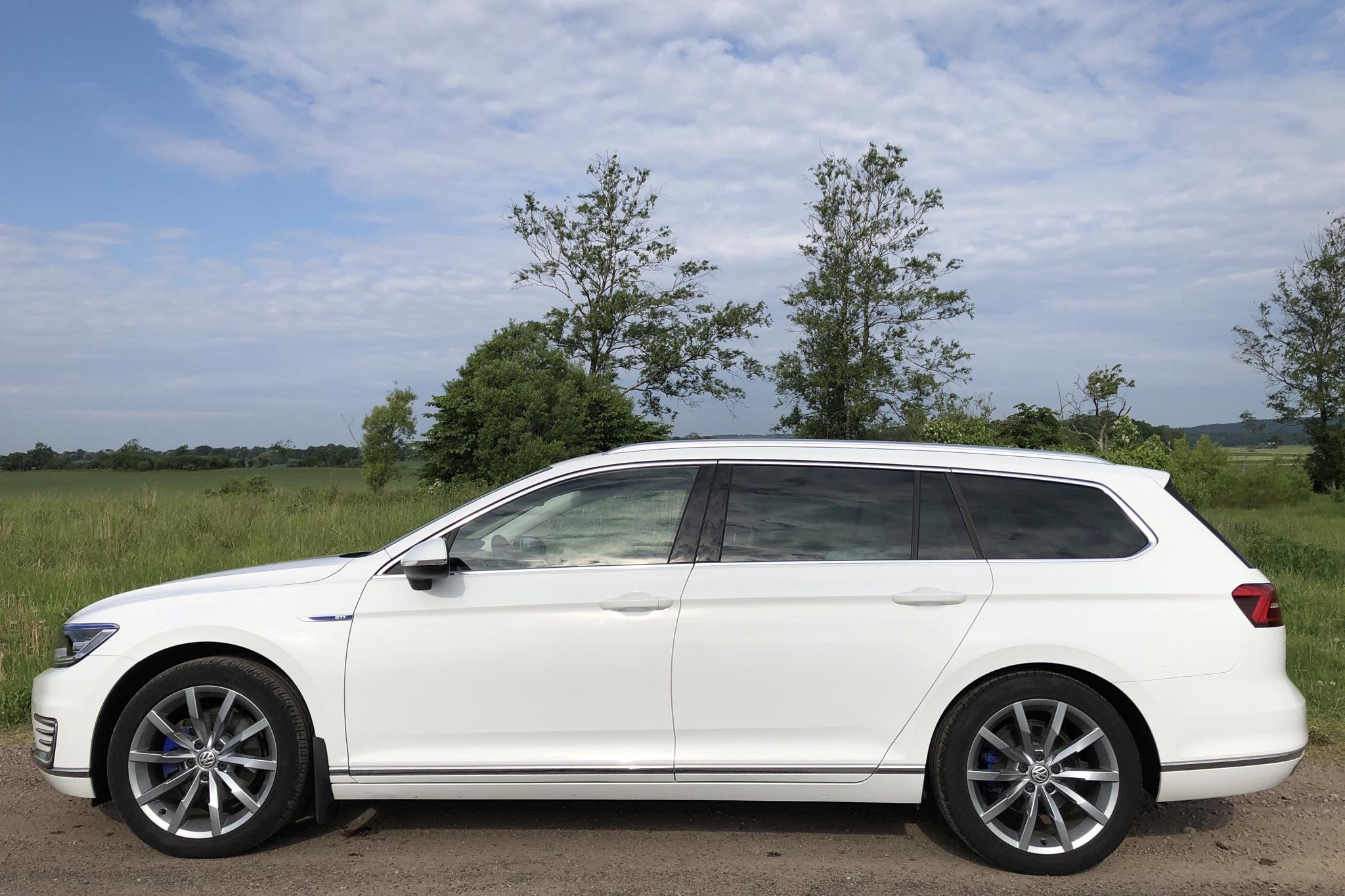 VW Passat 1.4 Plug-in-Hybrid Sportscombi (218hk) - 4 360 mil - Automat - vit - 2018