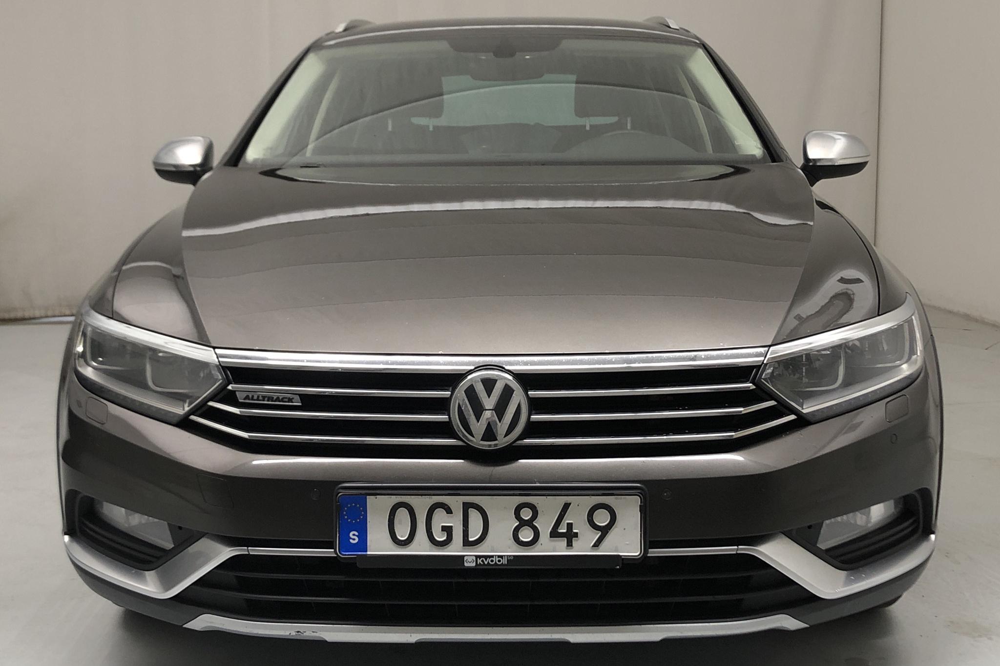 VW Passat Alltrack 2.0 TDI Sportscombi 4MOTION (190hk) - 254 360 km - Automatic - Dark Brown - 2017