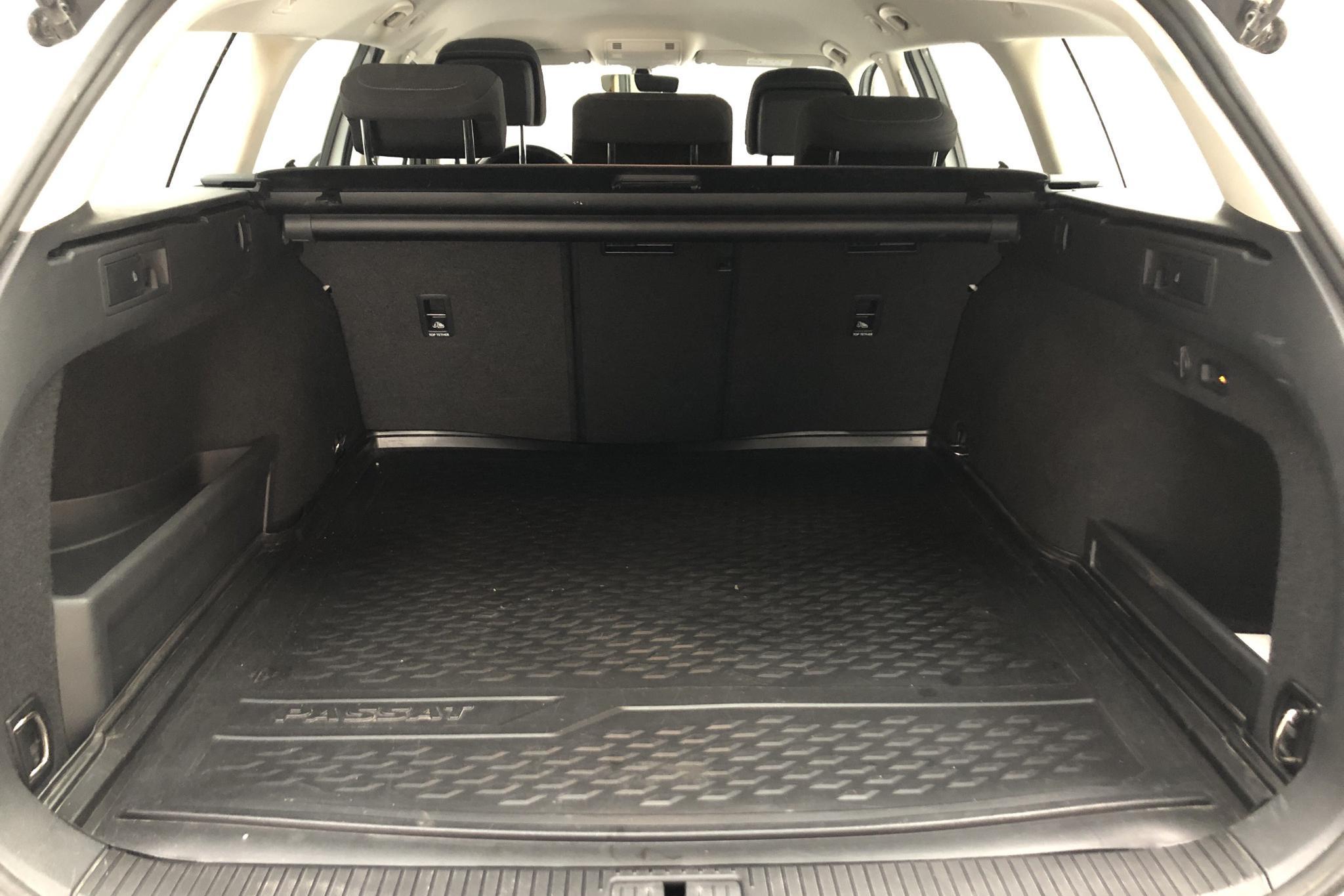 VW Passat 2.0 TDI Sportscombi (150hk) - 64 310 km - Manual - white - 2016