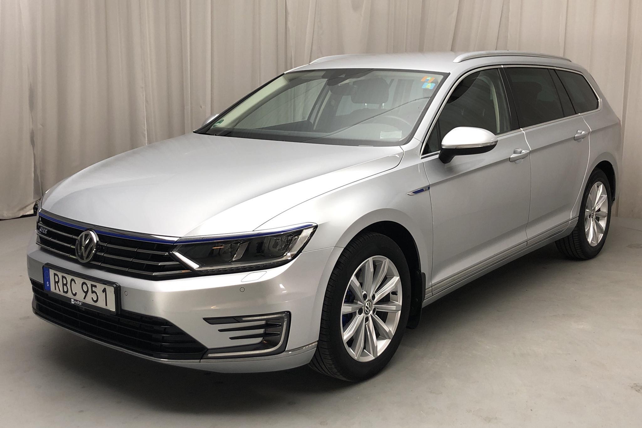 VW Passat 1.4 Plug-in-Hybrid Sportscombi (218hk) - 60 860 km - Automatic - silver - 2017