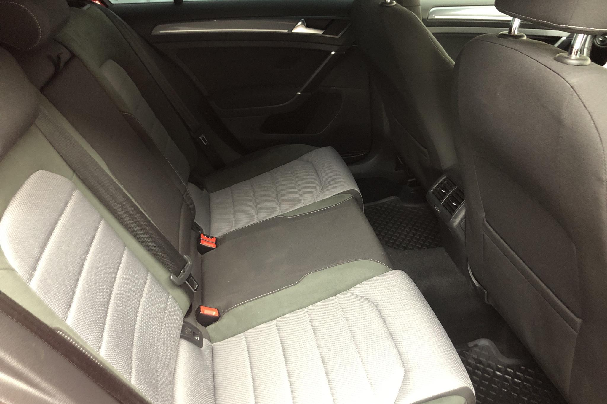 VW Golf VII 1.4 TSI 5dr (150hk) - 7 194 mil - Manuell - röd - 2017