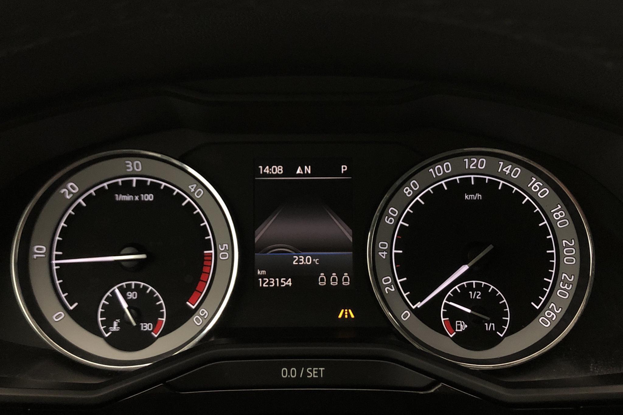 Skoda Superb 2.0 TDI 4x4 Kombi (190hk) - 12 315 mil - Automat - vit - 2018