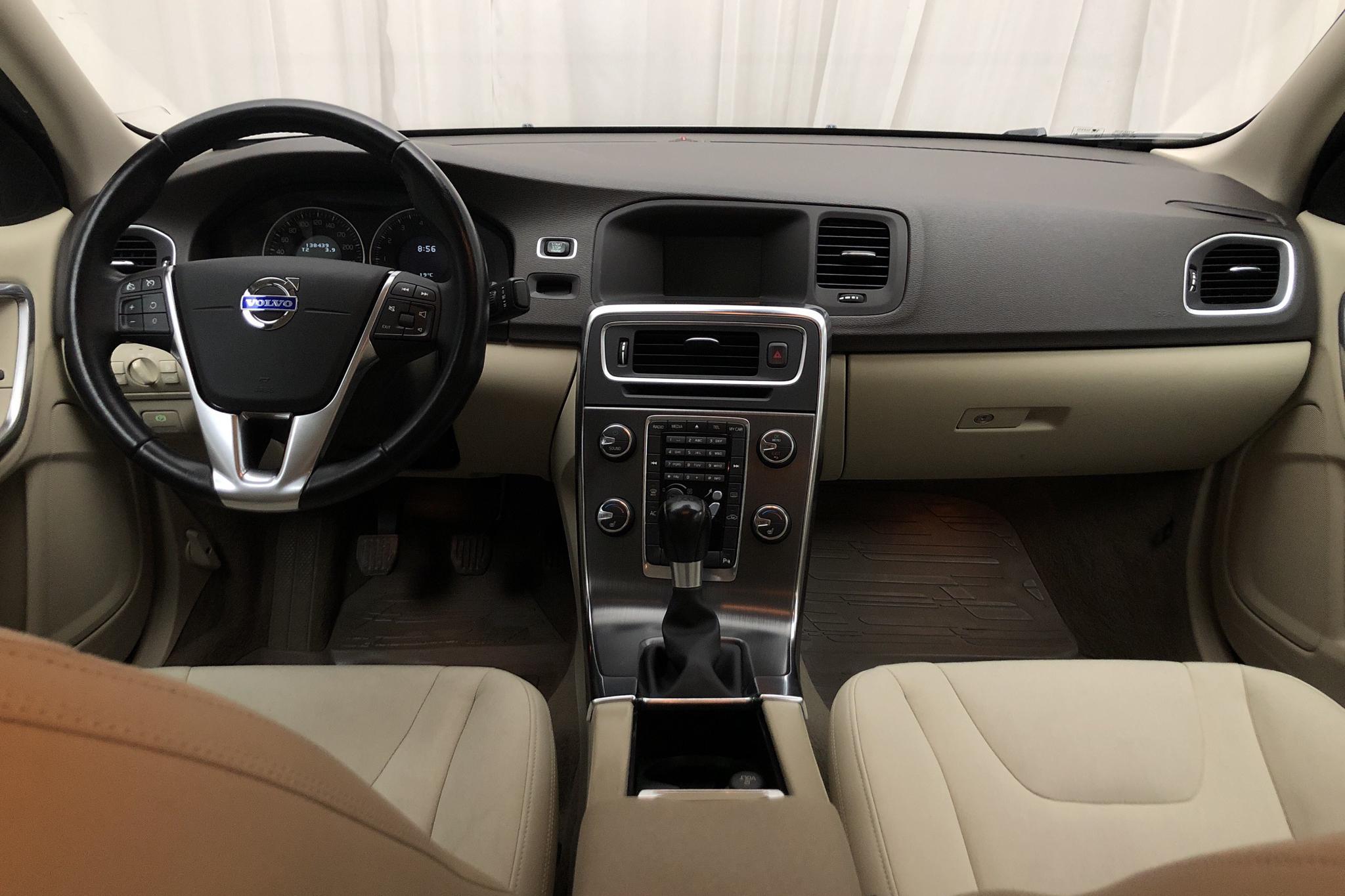 Volvo S60 T3 (150hk) - 13 843 mil - Manuell - vit - 2011