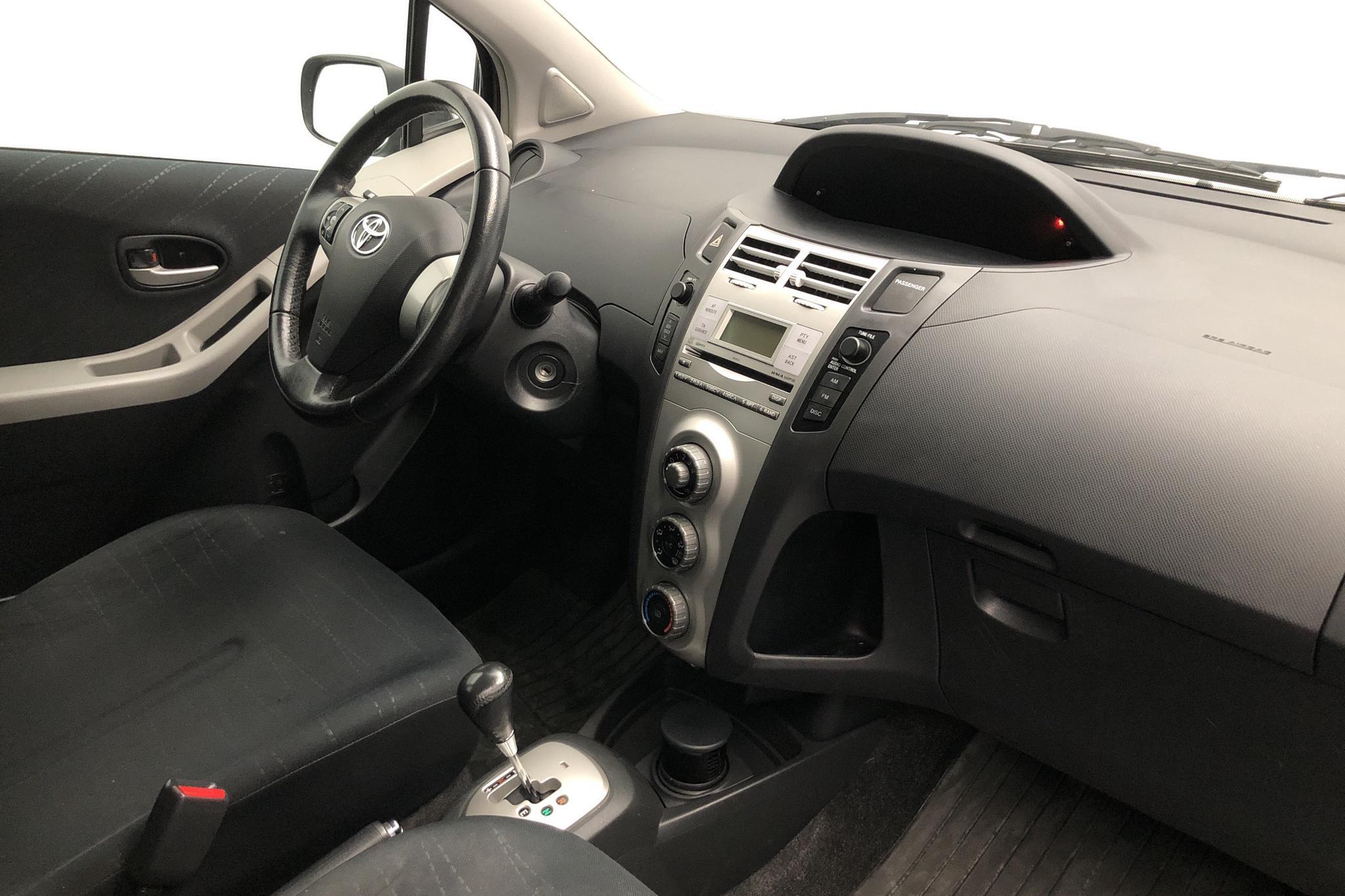 Toyota Yaris 1.3 5dr (87hk) - 9 075 mil - Automat - grå - 2008