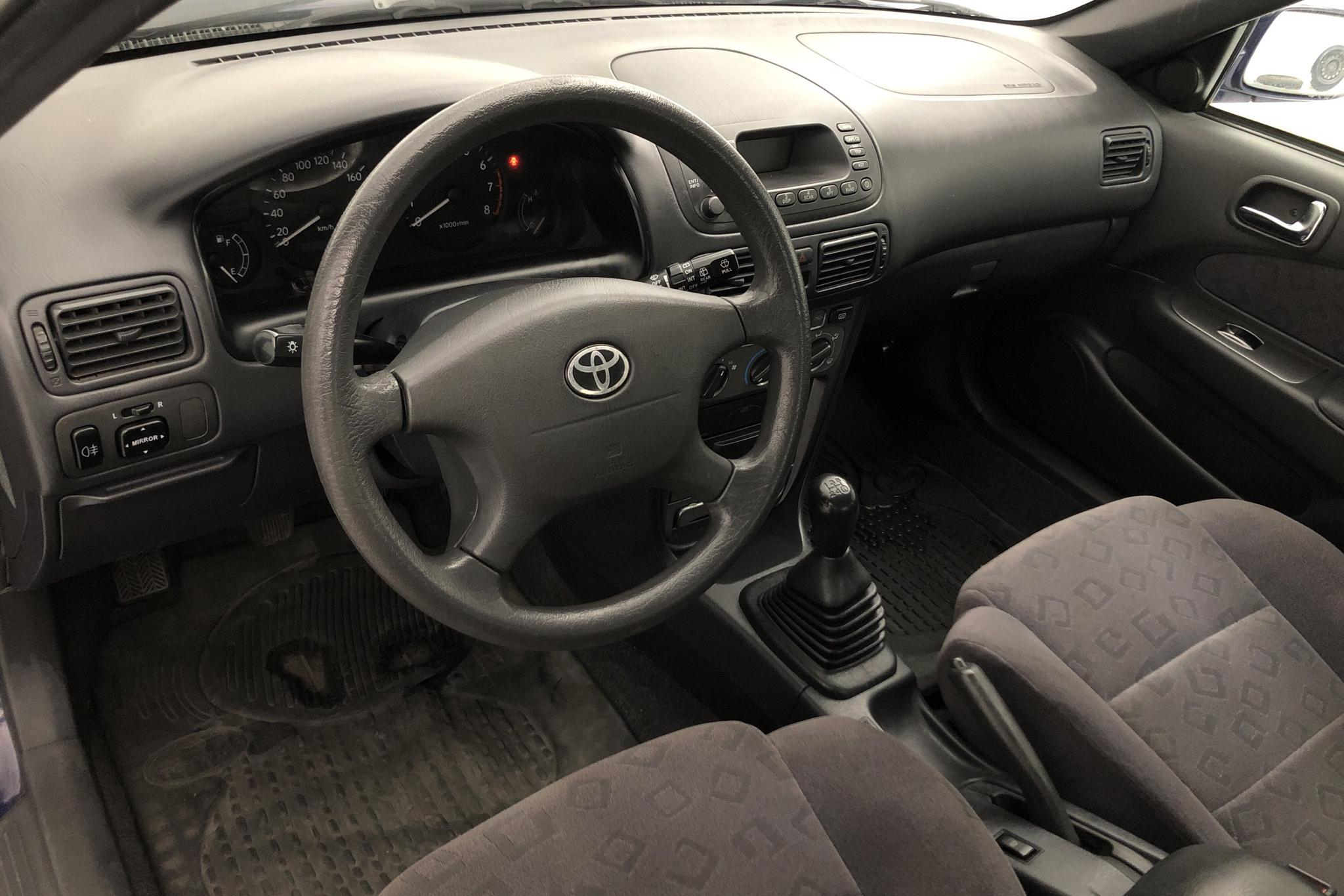 Toyota Corolla 1.6 5dr (110hk) - 12 025 mil - Manuell - blå - 2000