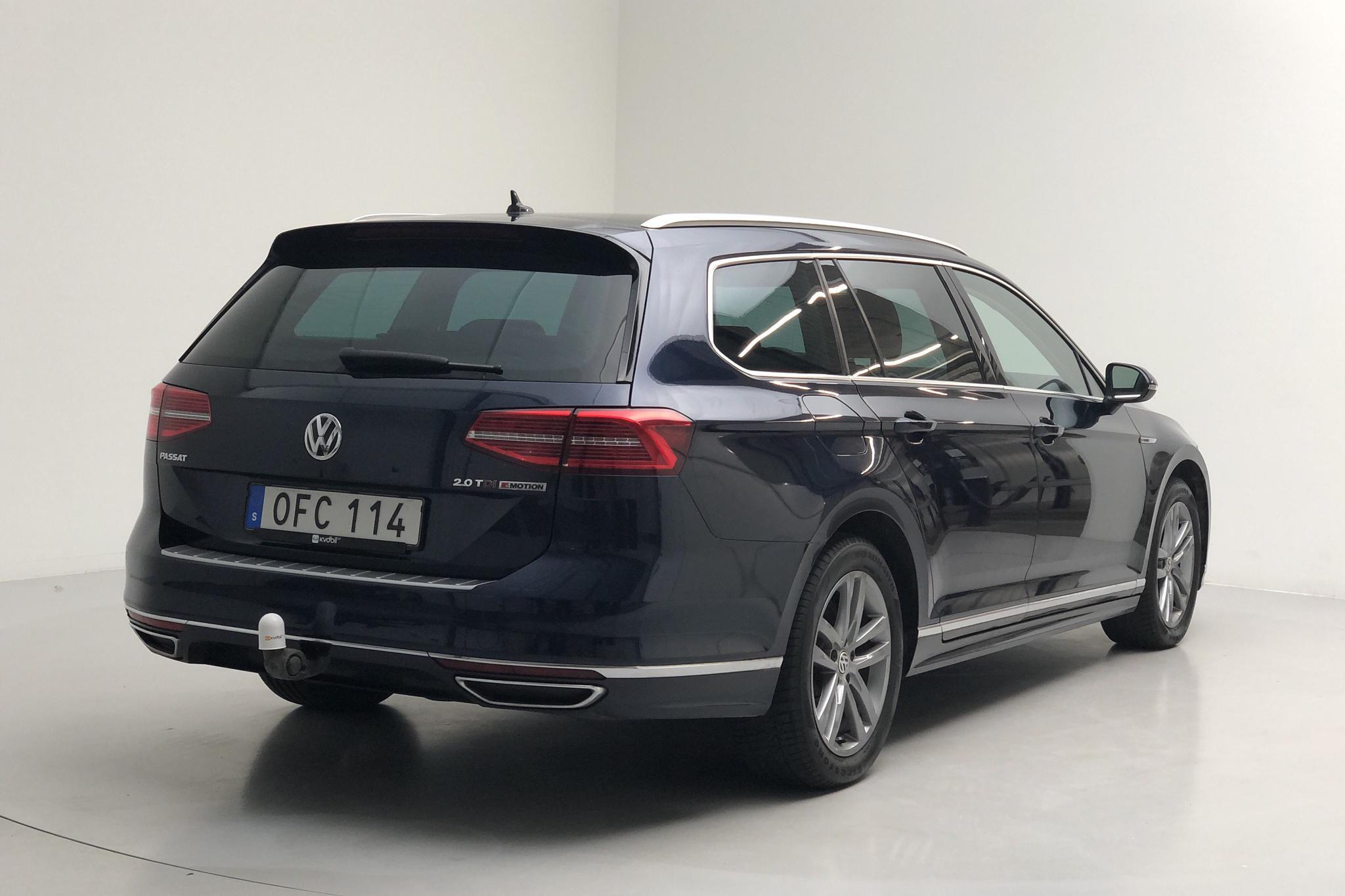 VW Passat 2.0 TDI Sportscombi 4MOTION (190hk) - 9 853 mil - Automat - Dark Blue - 2017