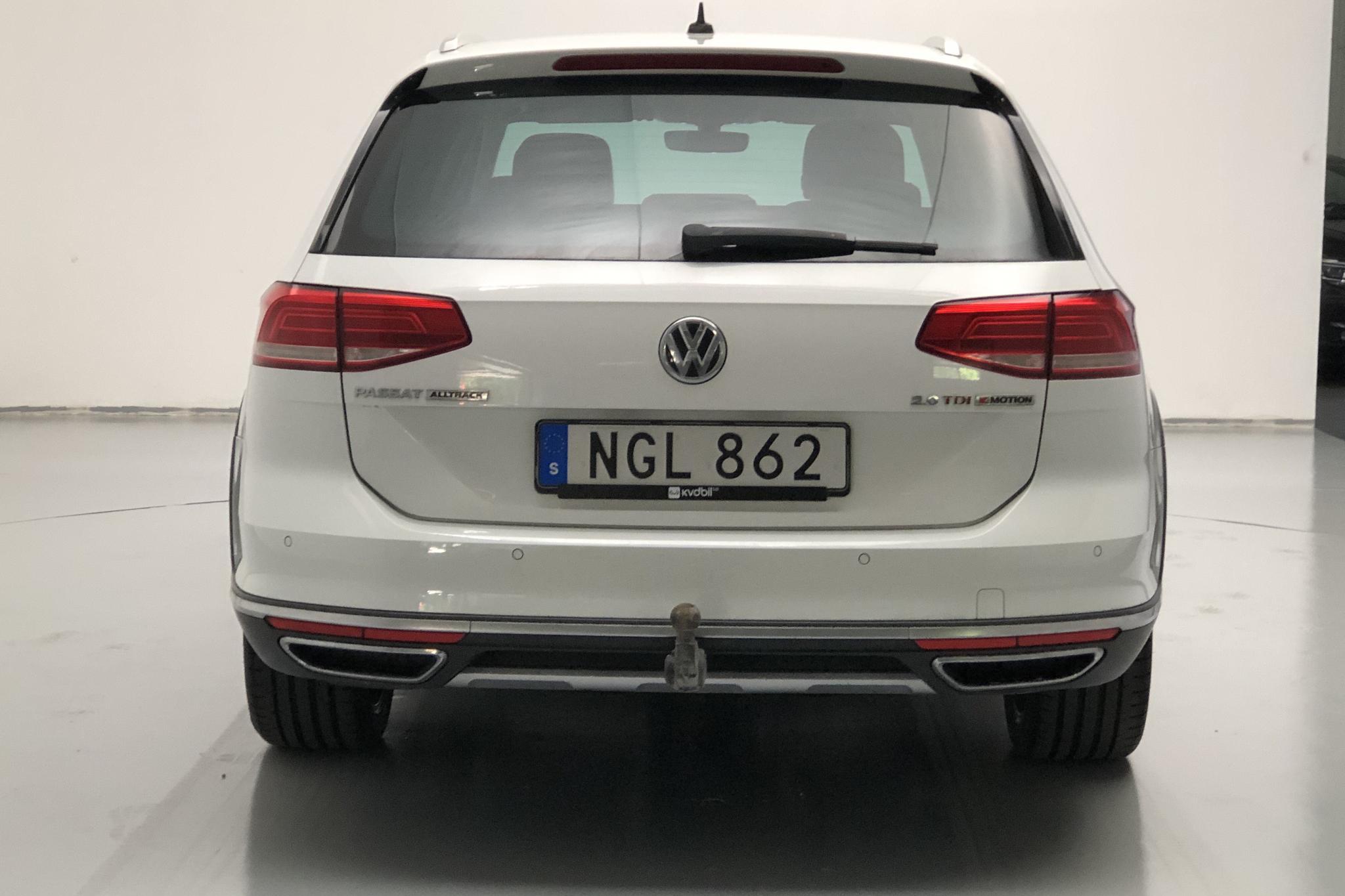 VW Passat Alltrack 2.0 TDI Sportscombi 4MOTION (240hk) - 83 740 km - Automatic - white - 2016