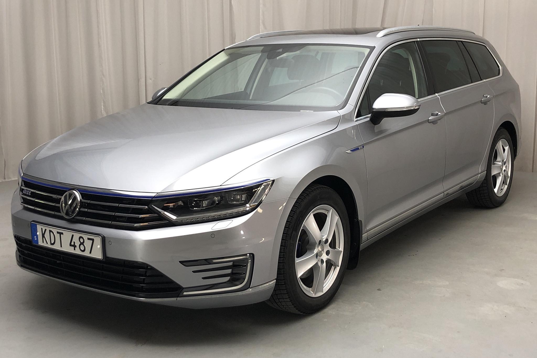 VW Passat 1.4 Plug-in-Hybrid Sportscombi (218hk) - 1 875 mil - Automat - silver - 2018