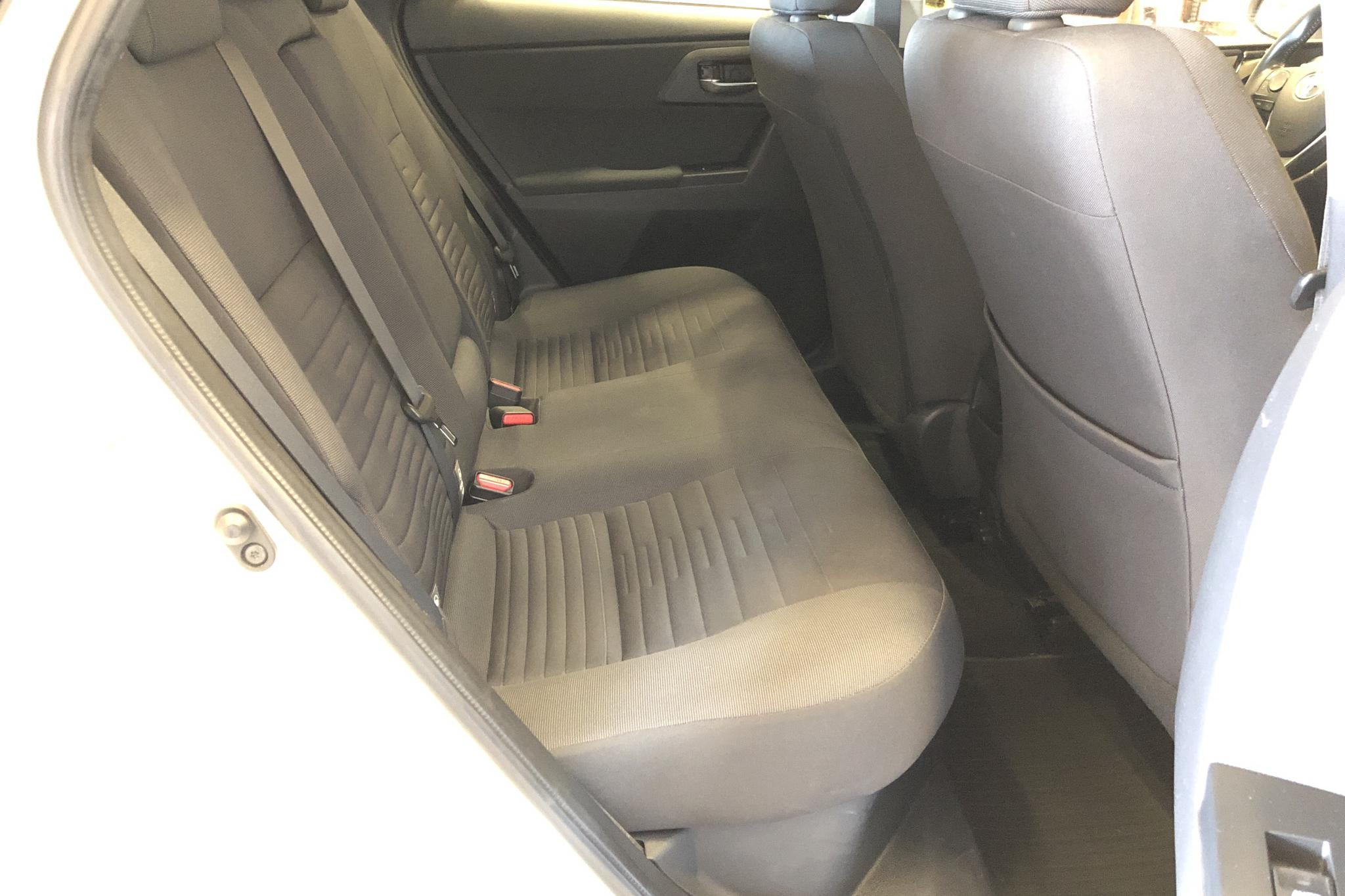 Toyota Auris 1.8 HSD 5dr (99hk) - 97 330 km - Automatic - white - 2016
