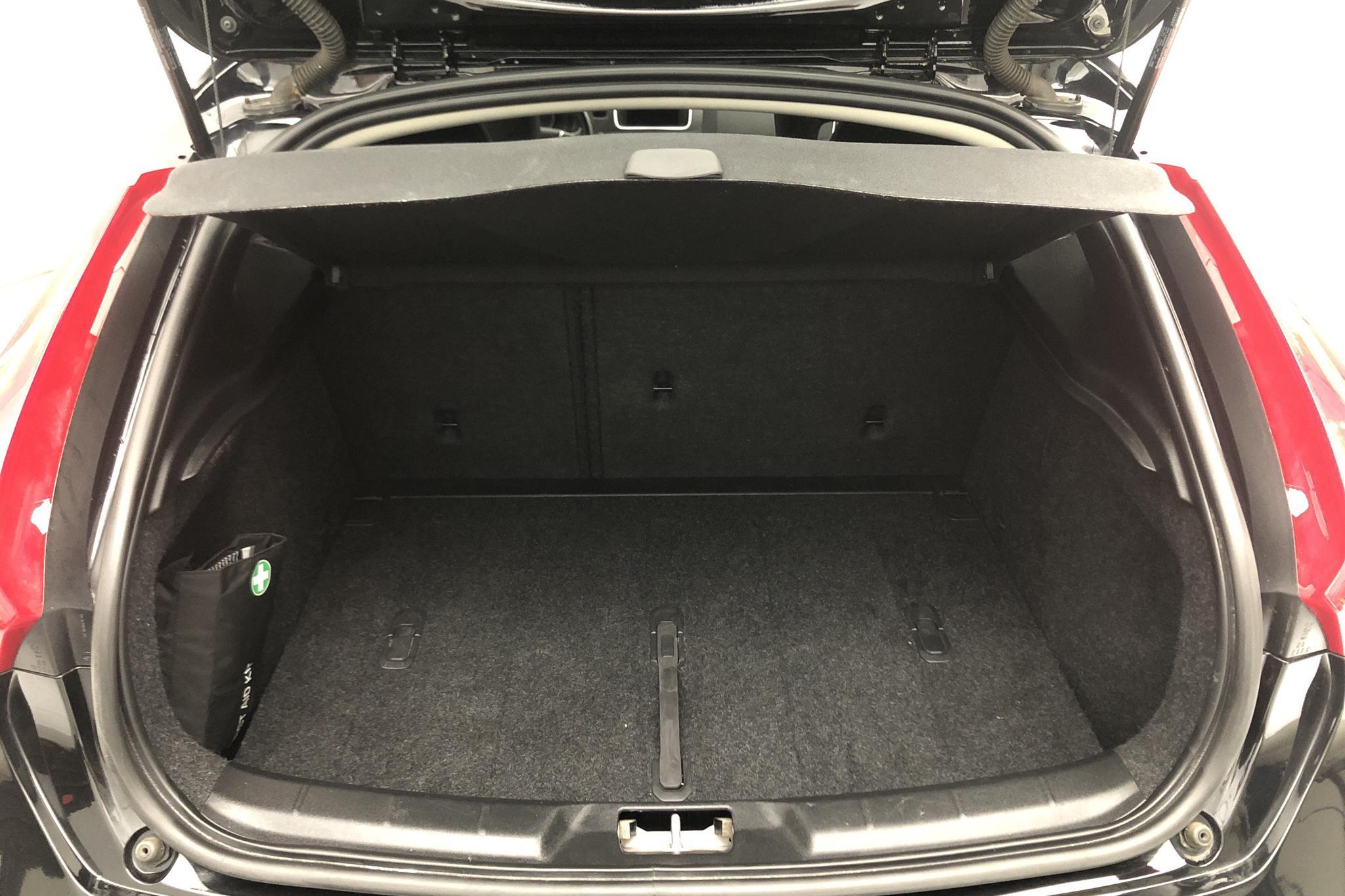 Volvo V40 Cross Country D3 (150hk) - 68 910 km - Automatic - black - 2019