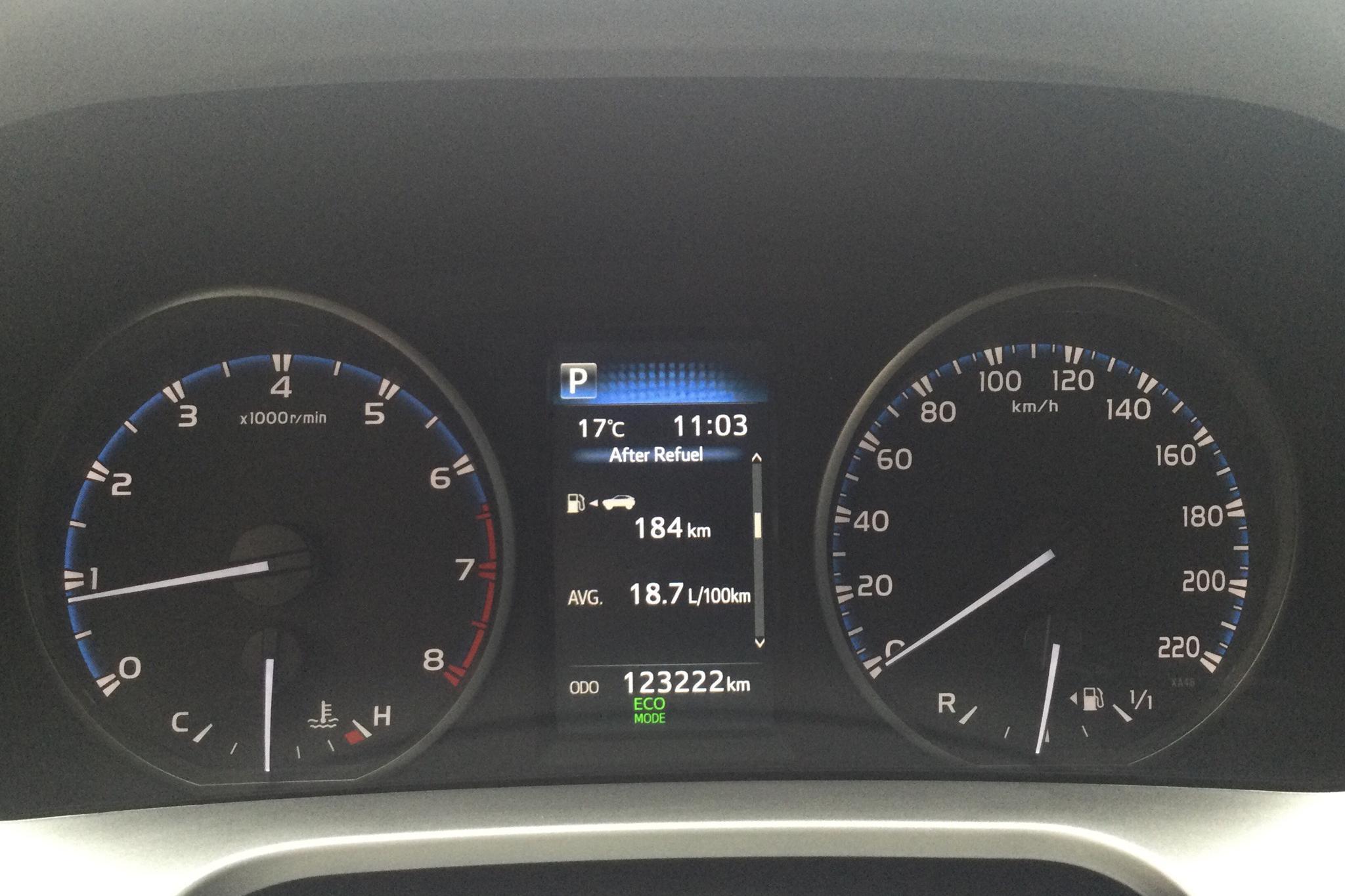 Toyota RAV4 2.0 VVT-i AWD (151hk) - 123 220 km - Automatic - white - 2017