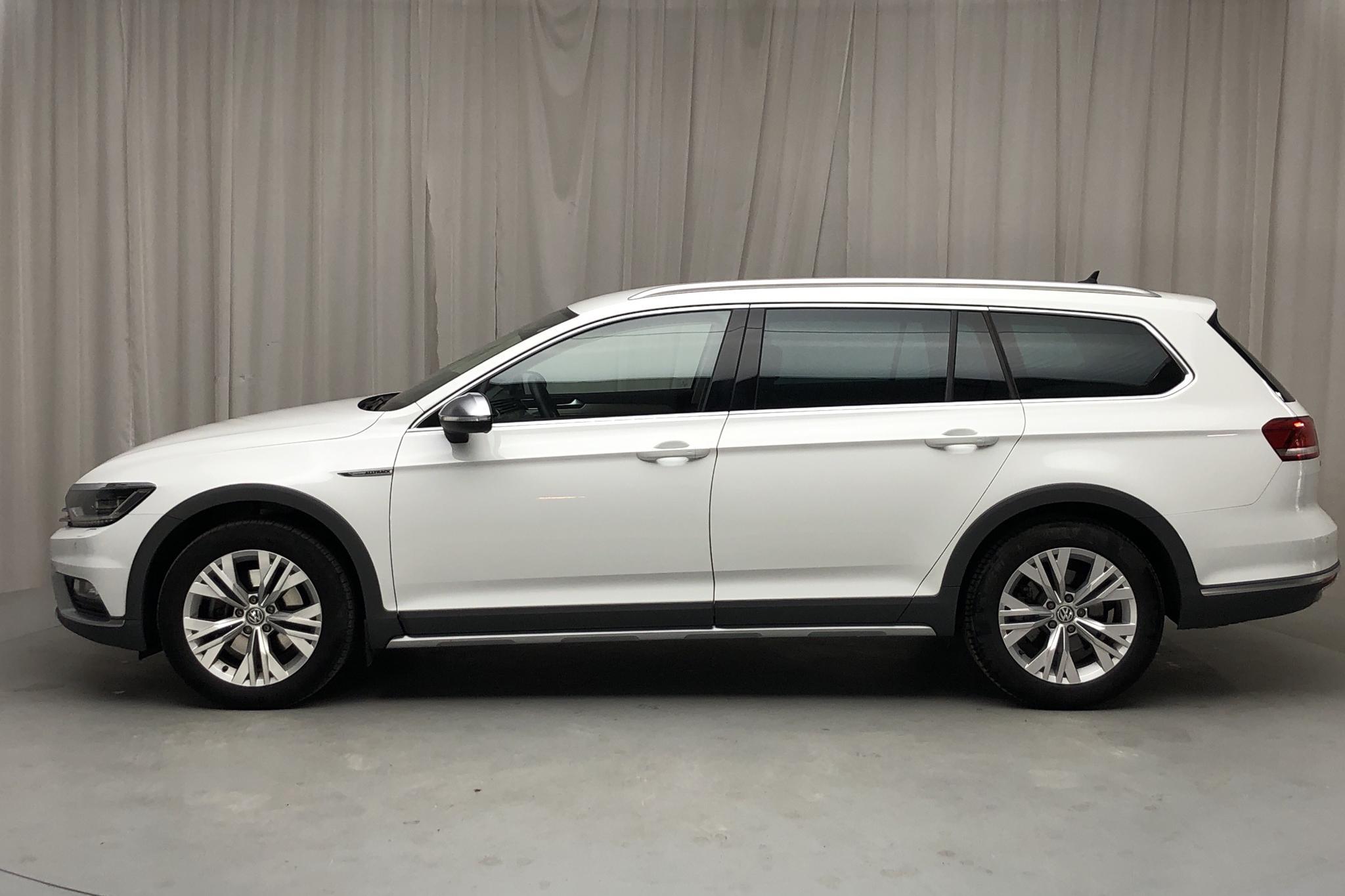 VW Passat Alltrack 2.0 TDI Sportscombi 4MOTION (190hk) - 87 140 km - Automatic - white - 2018