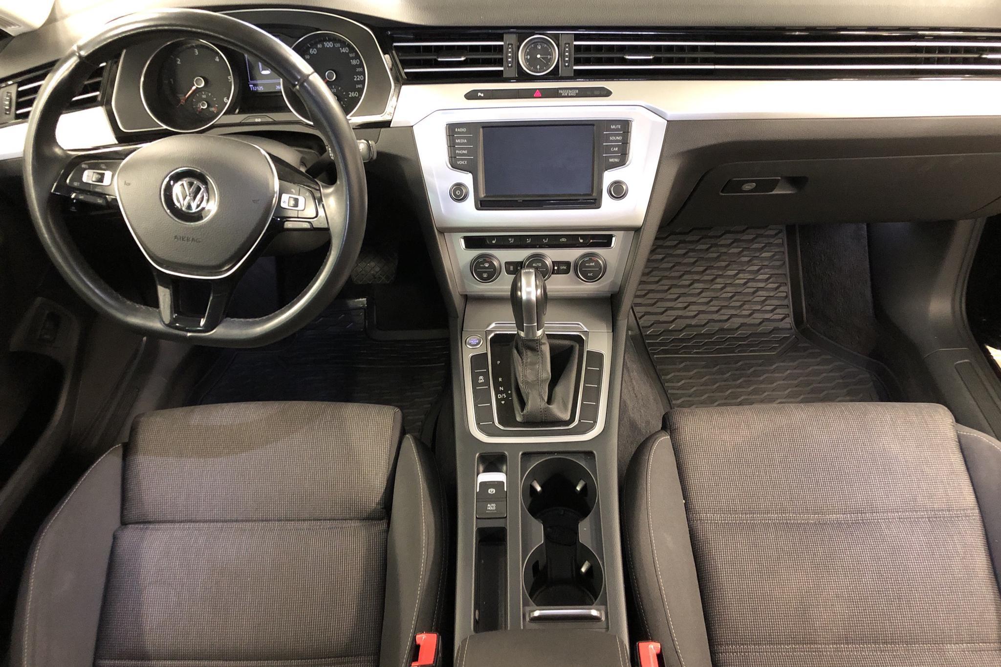 VW Passat 2.0 TDI Sportscombi (150hk) - 112 130 km - Automatic - black - 2015