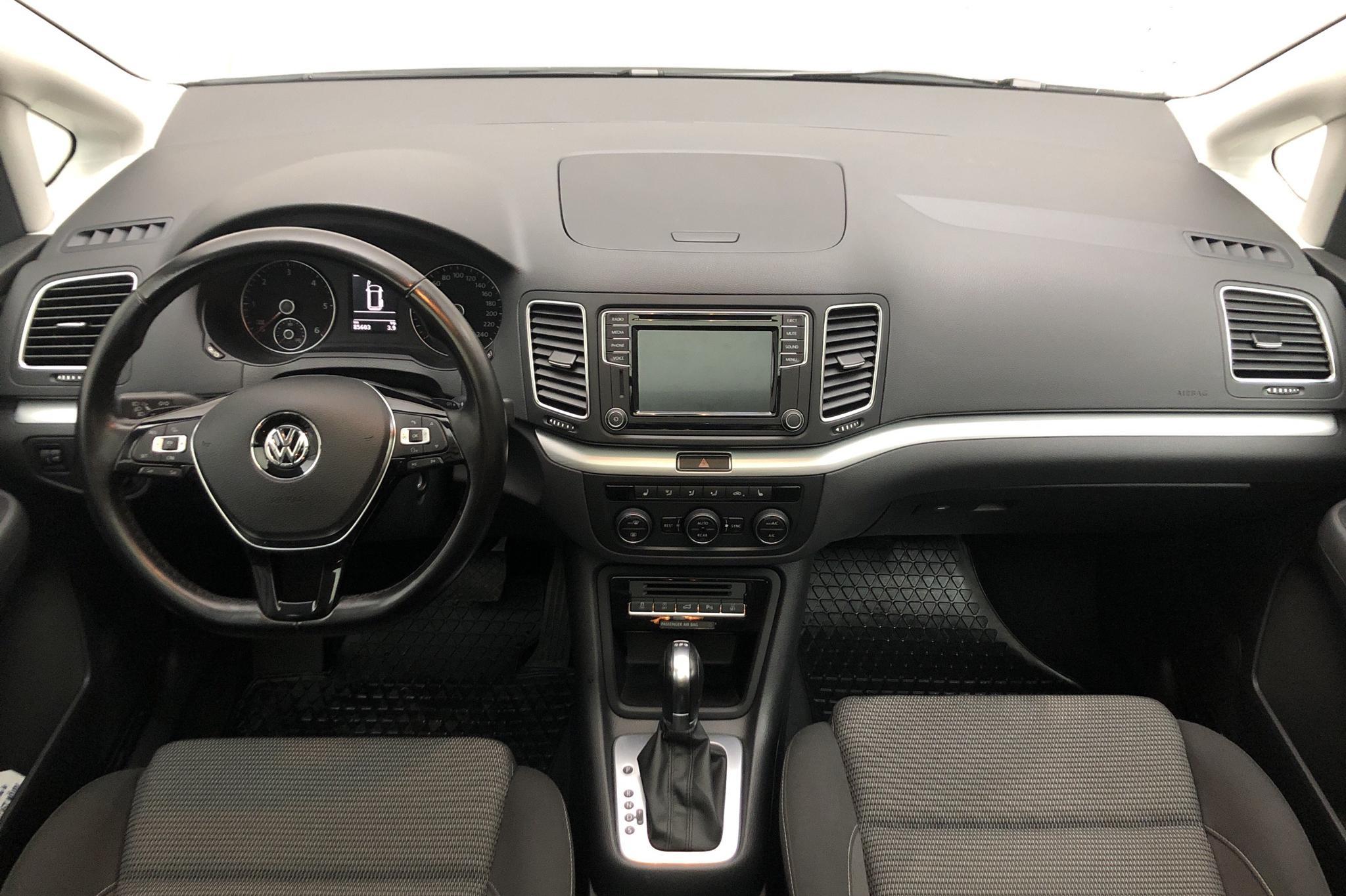 VW Sharan 2.0 TDI (150hk) - 85 590 km - Automatic - white - 2017