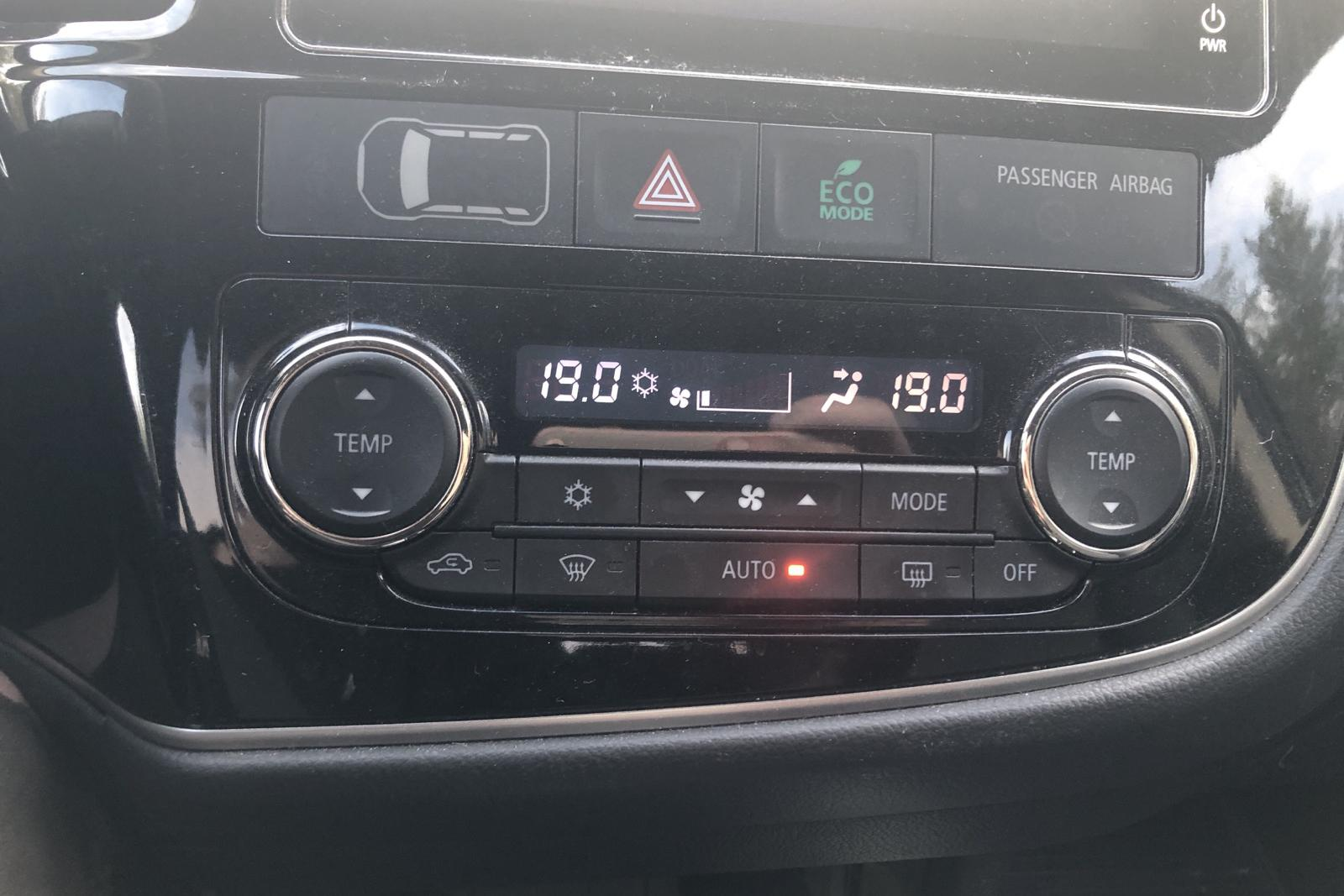 Mitsubishi Outlander 2.0 Plug-in Hybrid 4WD (121hk) - 127 170 km - Automatic - white - 2017