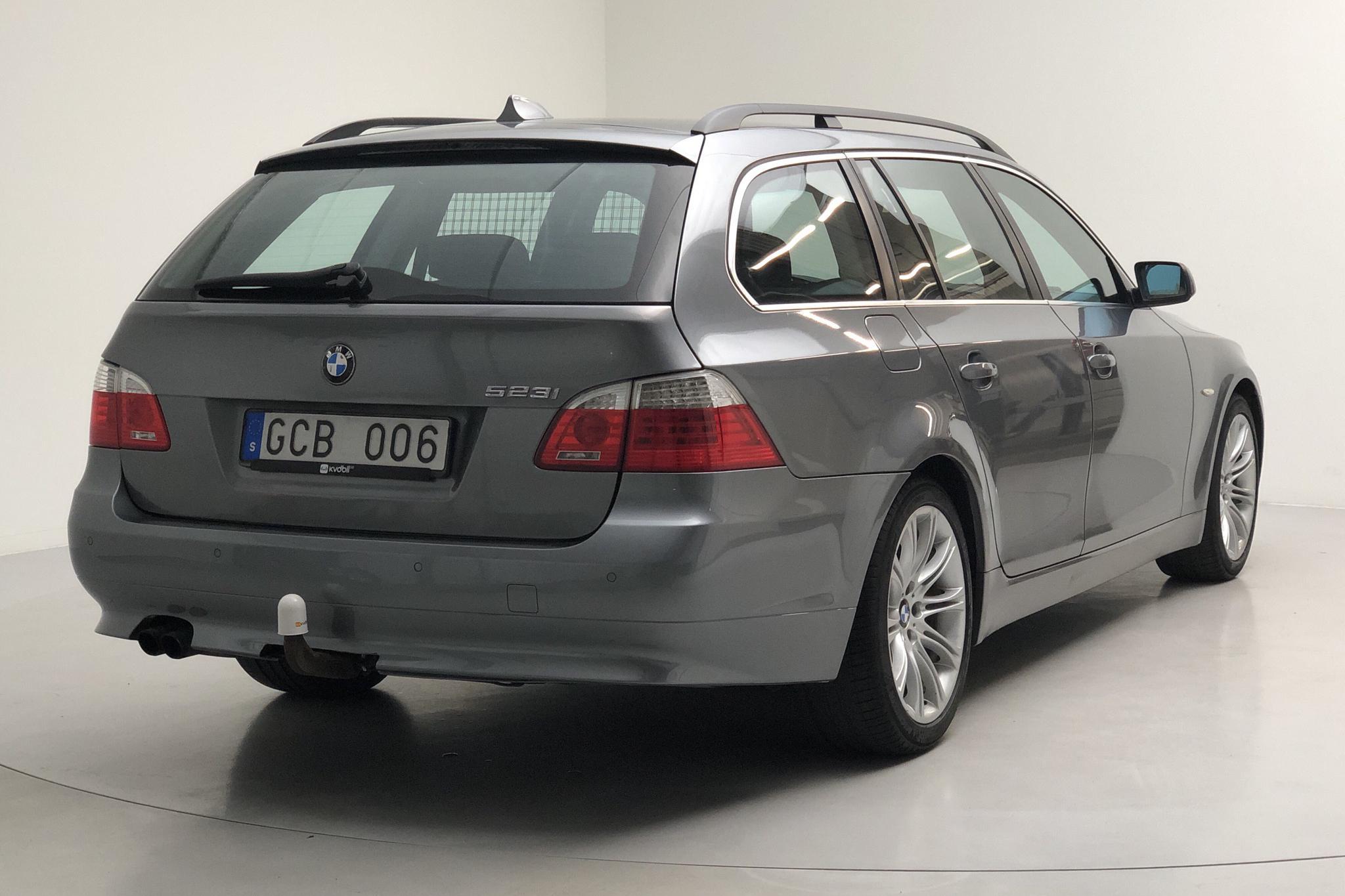 BMW 523I TOURING - 20 345 mil - Manuell - grå - 2007